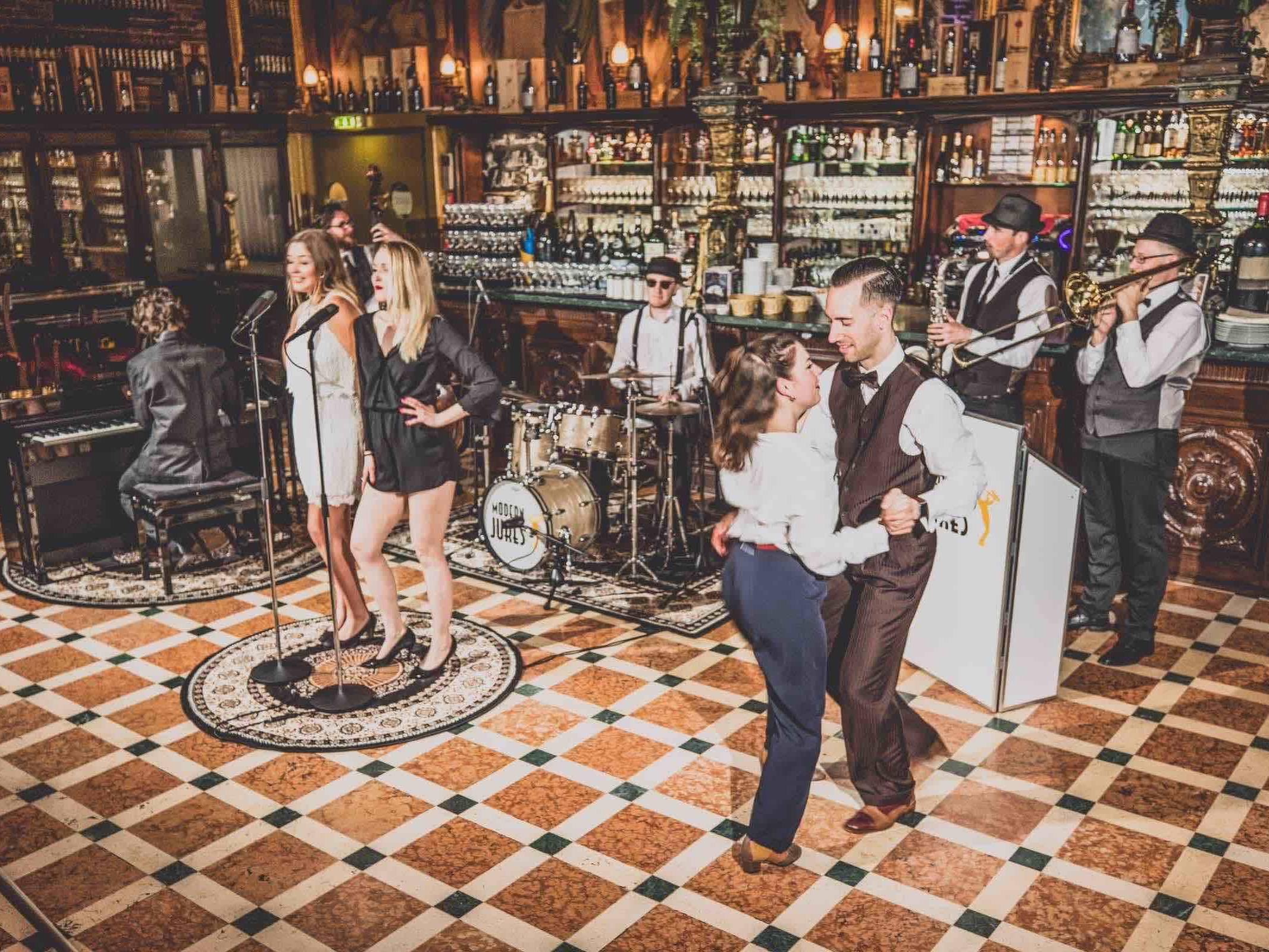 Band | Hamburg | Liveband | Livemusik | Partyband | Popband | Jazzband | Swingband | Lounge | Pop | Jazz | Saxophon | Schlagzeug | Celle | Trompete | Hochzeitsband | Firmenfeier | Charity | Gala | Mieten | Anfragen | Hamburgfeiert