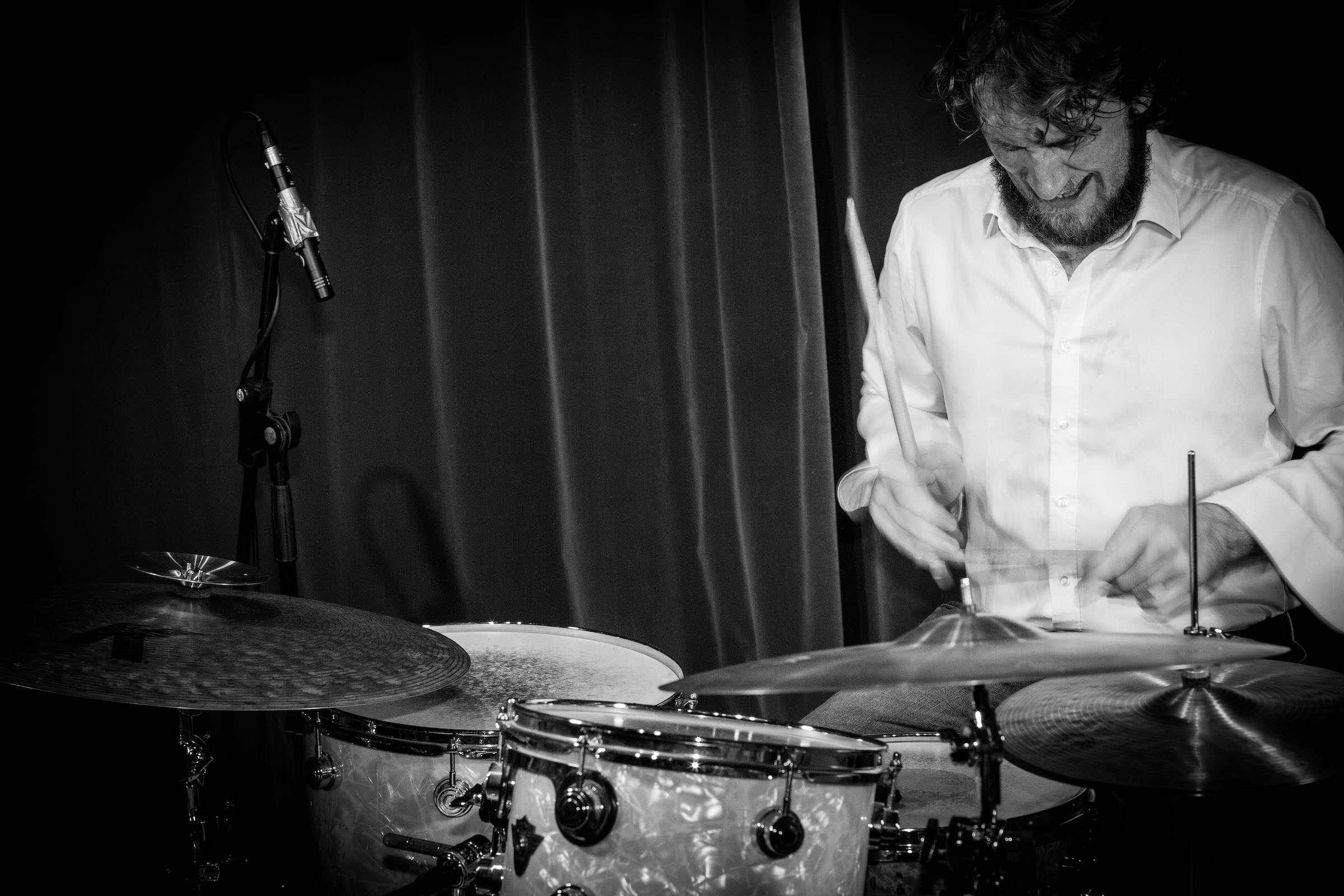 Band | Hamburg | Liveband | Livemusik | Walking | Act | Partyband | Popband | Jazzband | Swingband | Messeparty | Lounge | Soul | Popmusik | Jazz | Schlagzeug | Drummer | Drums | Hochzeit | Firmenfeier | Charity | Gala | Hamburgfeiert