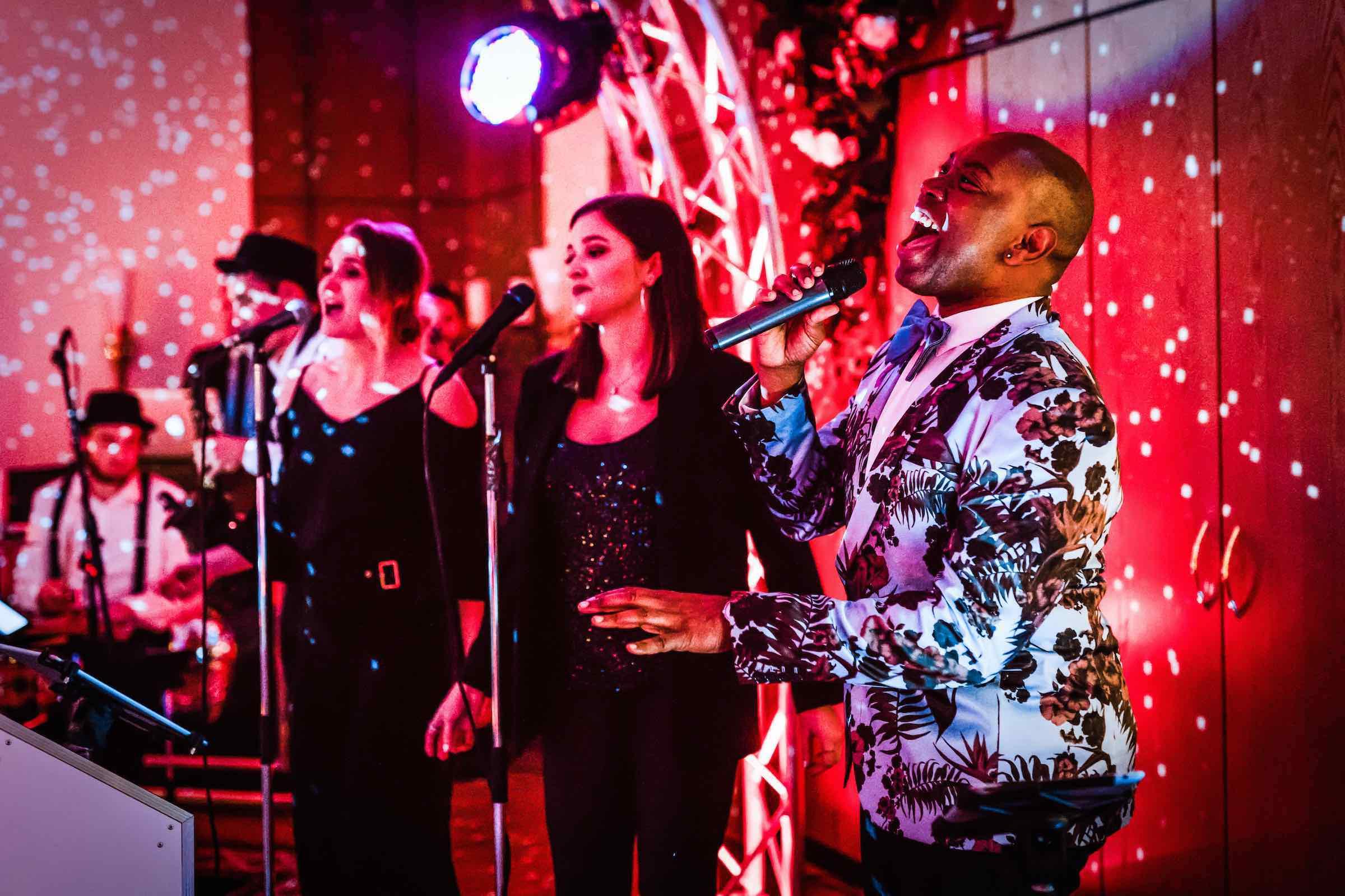 Band | Hamburg | Liveband | Partyband | Jazzband | Swingband | Lounge | Pop | Jazz | Sänger | Hochzeit | Standesamt | Trauung | Messe | Firmenfeier | Charity | Gala | Buchen | Mieten | Anfragen | Modern | Jukes | Hamburgfeiert