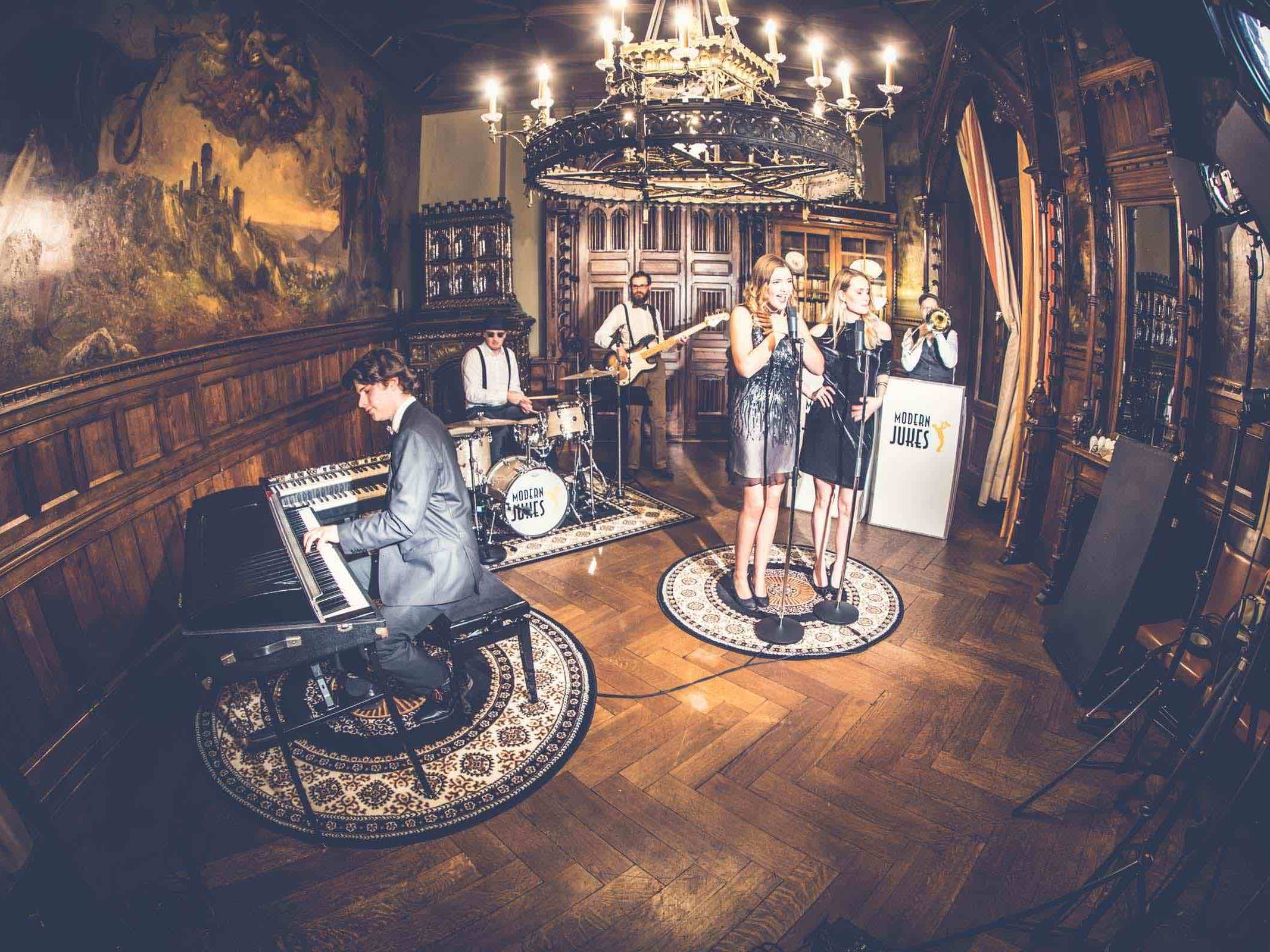 Band | Hamburg | Liveband | Partyband | Popband | Jazzband | Swingband | Messeparty | Lounge | Pop | Jazz | Sänger | Hochzeit | Messe | Firmenfeier | Charity | Gala | Buchen | Mieten | Anfragen | Modern | Jukes | Hamburgfeiert