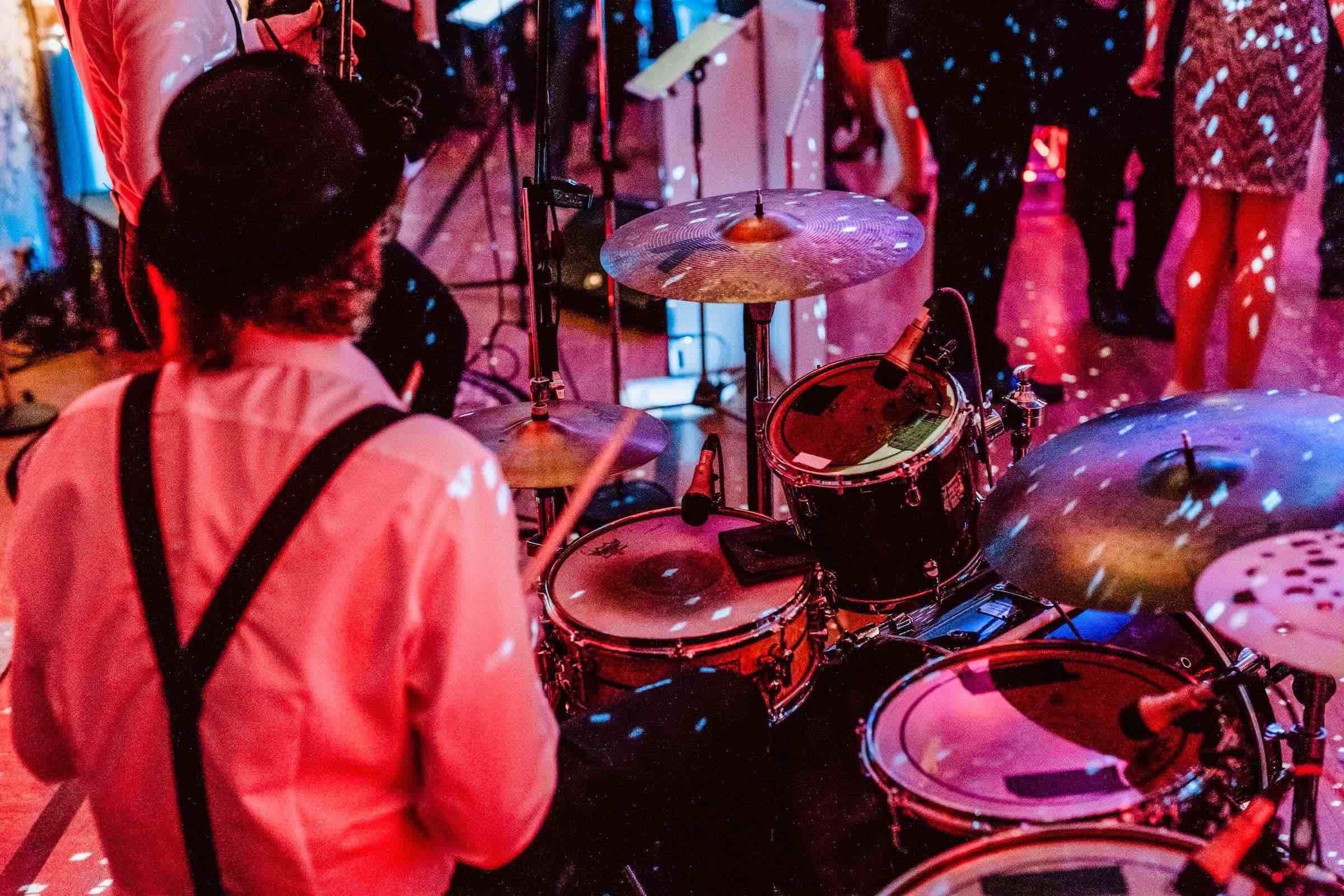 Band | Hamburg | Livemusik | Partyband | Liveband | Swingband | Team | Hochzeitsmesse | Jazzband | Soul | Motown | Schlagzeug | Drums | Swing | Hochzeit | Firmenfeier | Dinner | Empfang | Gala | Charity | Anfragen | Hamburgfeiert