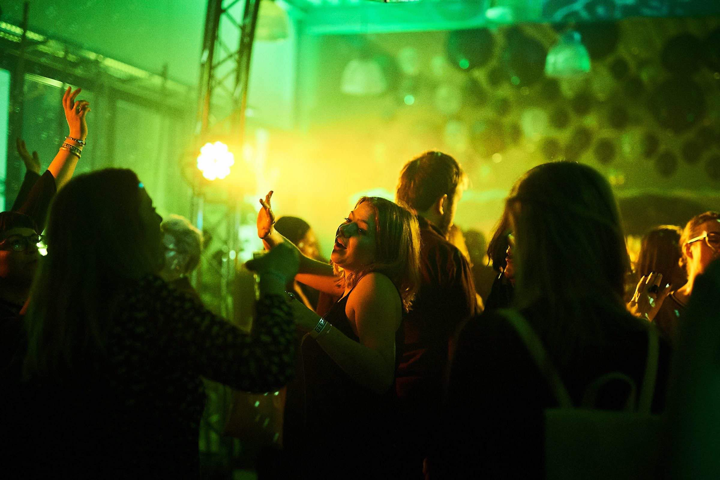 DJ | Firmenfeier | DJ | Agentur | Hamburg | DJ | Service | Hochzeits | DJ | Messe | DJ | Firmenevent | DJ | Geburtstag | Discjockey | Weihnachtsfeier | DJ | Sommerfest | Event | Buchen | Mieten | Hamburgfeiert