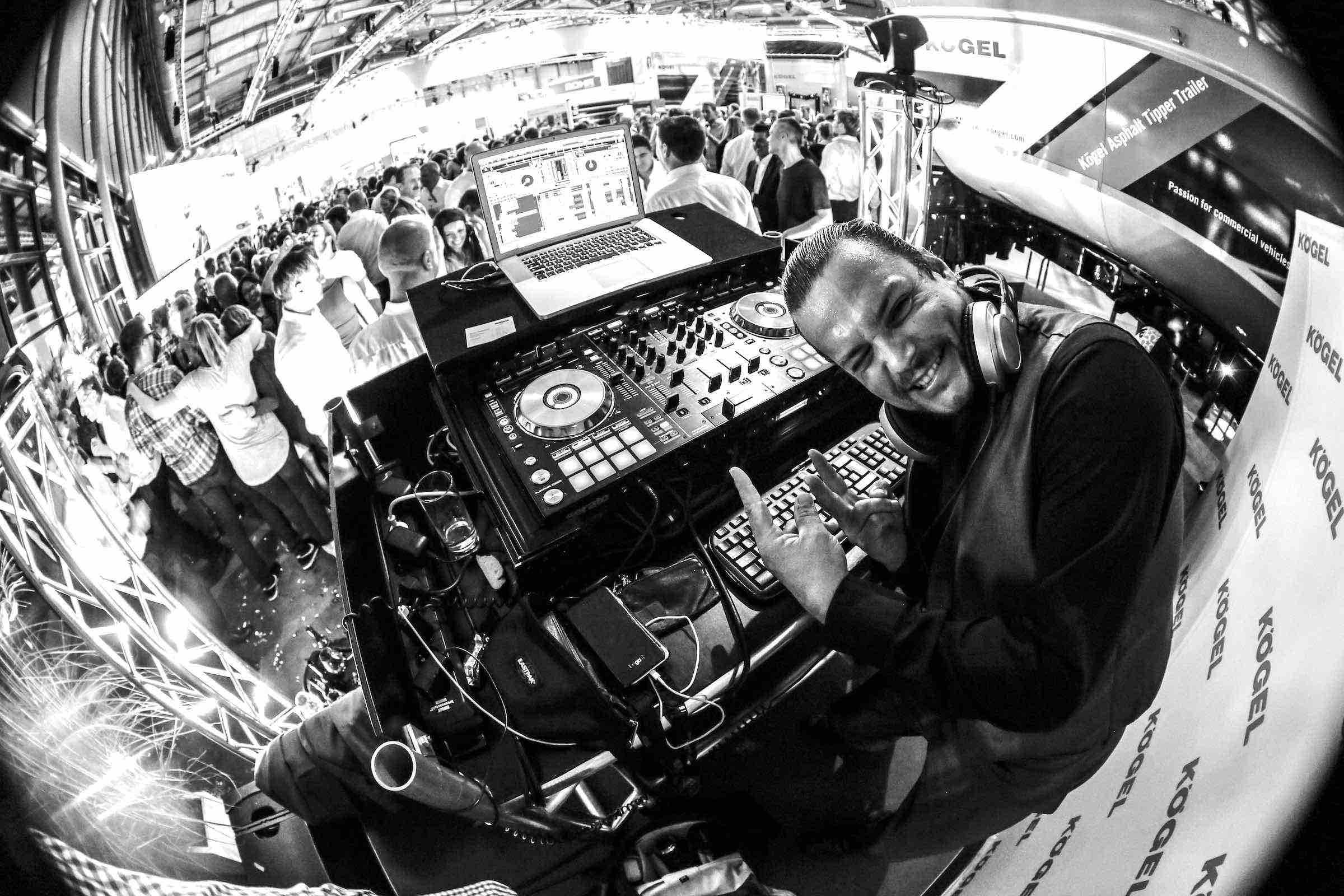 DJ | Firmenfeier | Mieten | DJ | Hamburg | Marco | Kern | DJ | Hochzeit | Messe | DJ | Event | DJ | Geburtstag | DJ | Hamburg | Betriebsfeier | DJ | Buchen | Discjockey | Mieten | DJ | Agentur | DJ | Hamburgfeiert