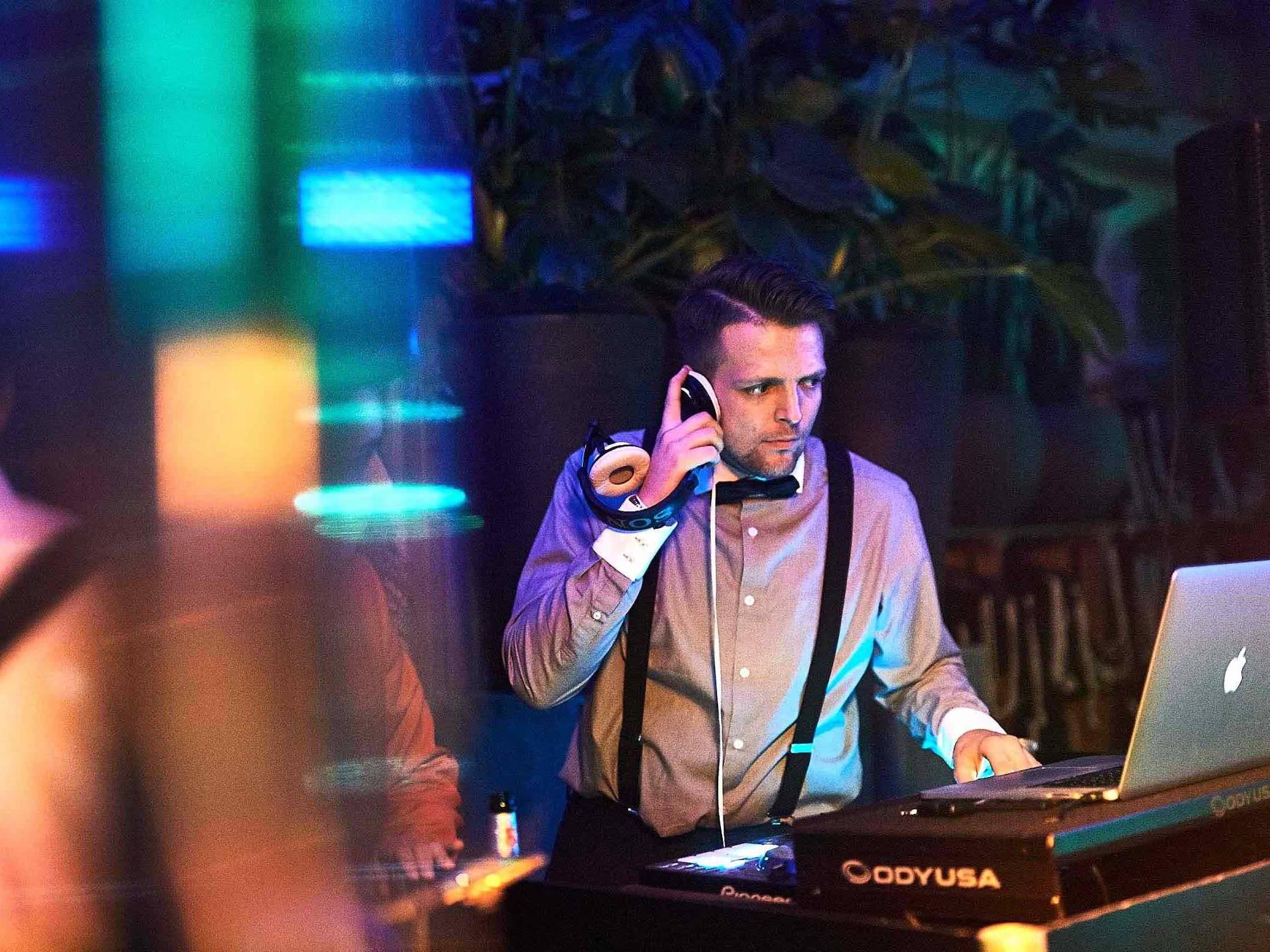 DJ   Hamburg   Buchen   Discjockey   Messe   DJ   Bremen   DJ   Event   DJ   Geburtstag   DJ   Mieten   Anfragen   DJ   Kosten   DJ   Agentur   DJ   Timm   Hamburgfeiert