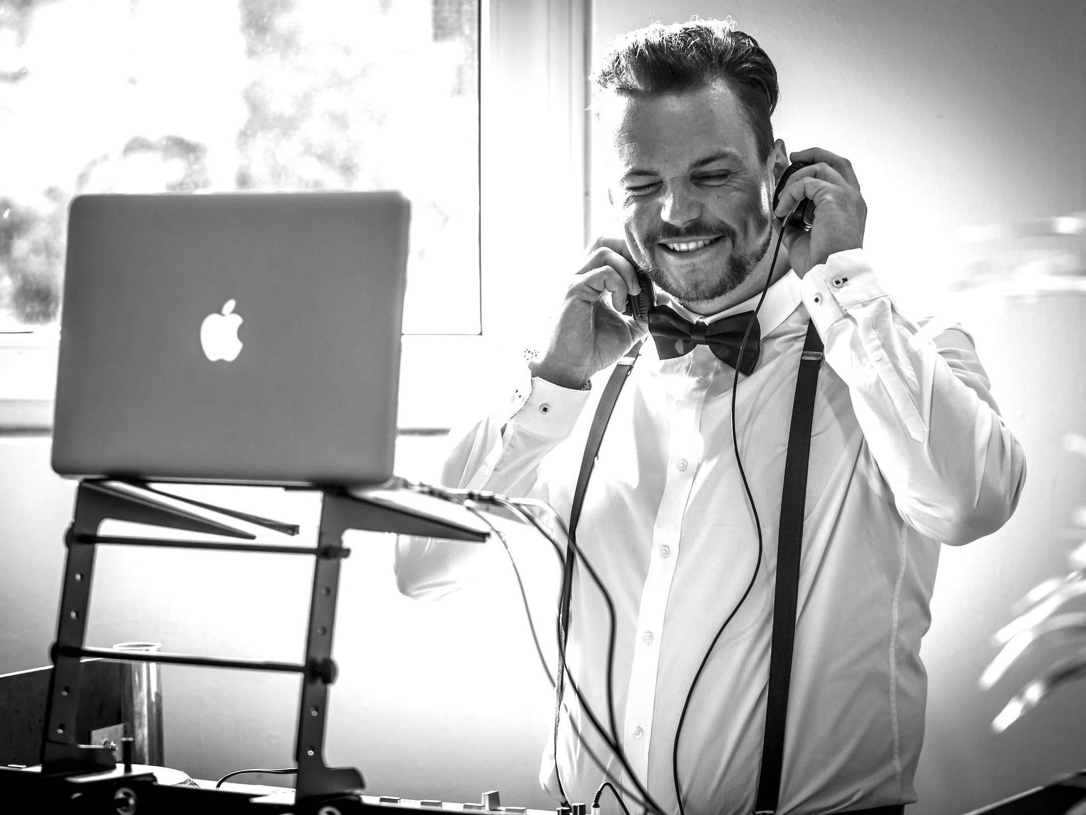 DJ | Hamburg | DJ | Hochzeit | Mieten | Kosten | Marco | Messe | DJ | Event | Hamburg | DJ | Geburtstag | DJ | Buchen | DJ | Mieten | Anfragen | DJ | Agentur | Hamburgfeiert