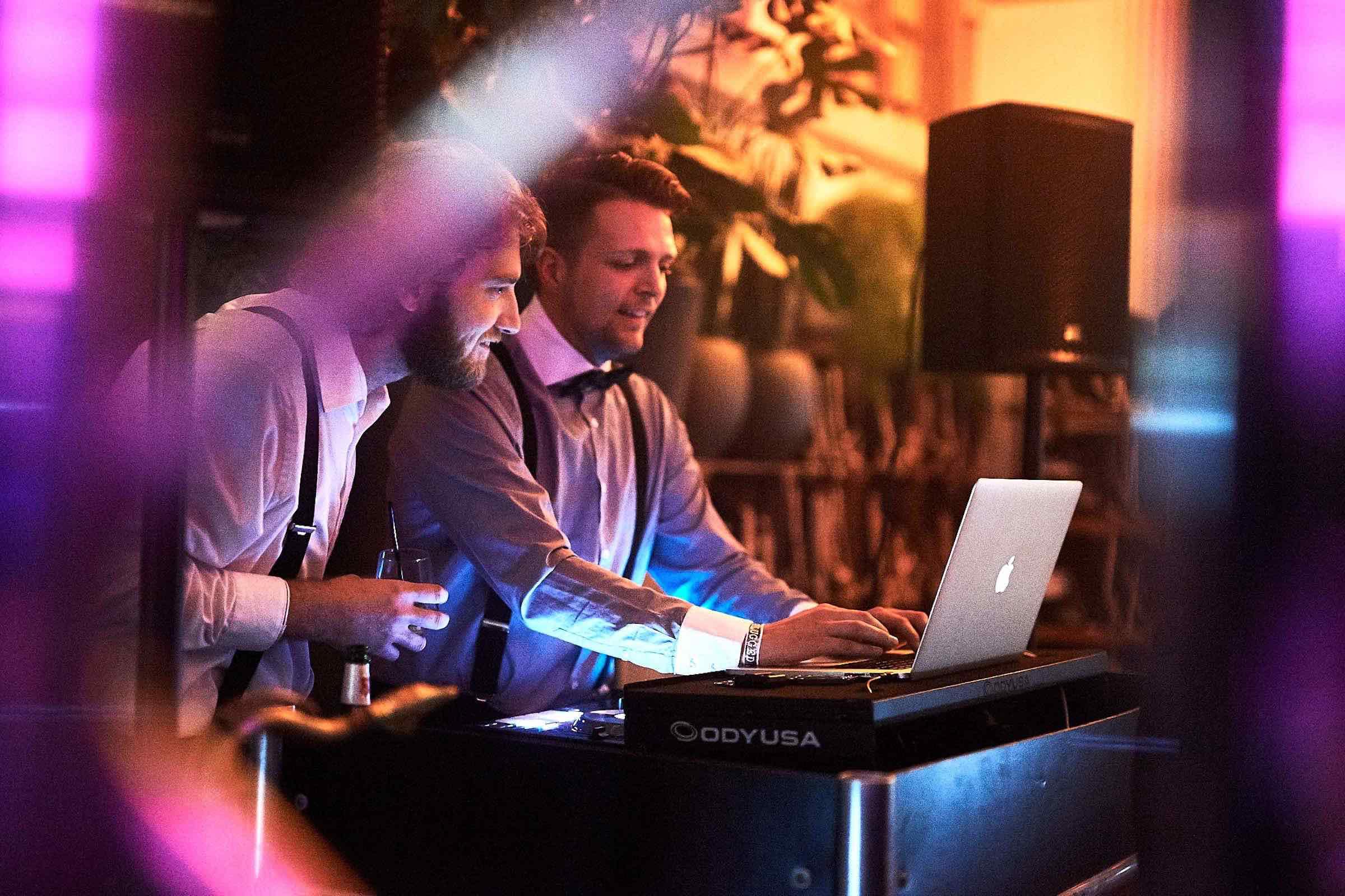 DJ | Hamburg | Hochzeit | Timm | Lehmann | DJ | Firmenfeier | Event | DJ | Geburtstag | Buchen | DJ | Hamburg | Discjockey | Mieten | Anfragen | Musikwünsche | Hamburgfeiert