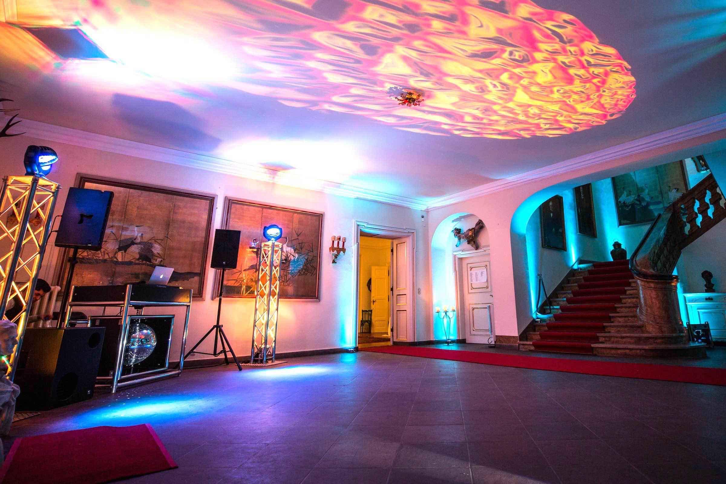 DJ | Hamburg | Technik | Lautsprecher | Ambiente | Beleuchtung | Hochzeit | Geburtstag | DJ | Messe | DJ | Firmenevent | Firmenfeier | DJ | Geburtstag | DJ | Weihnachtsfeier | DJ | Sommerfest | Buchen | Hamburgfeiert