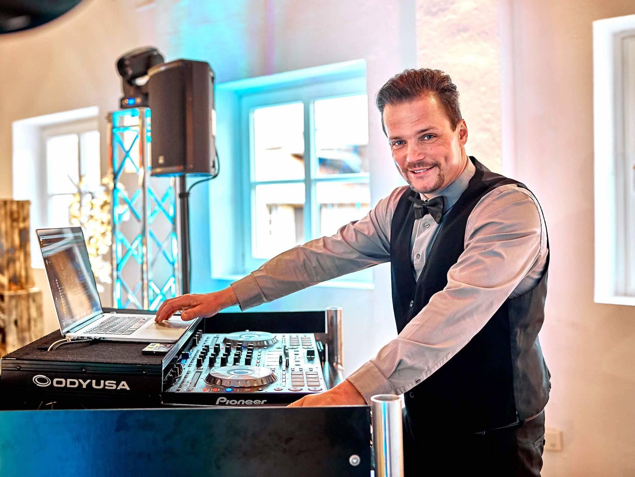 DJ | Hochzeit | Hamburg | Buchen | Discjockey | Marco | Messe | DJ | Bremen | DJ | Event | DJ | Geburtstag | DJ | Mieten | Anfragen | DJ | Service | DJ | Kosten | DJ | Agentur | Hamburgfeiert