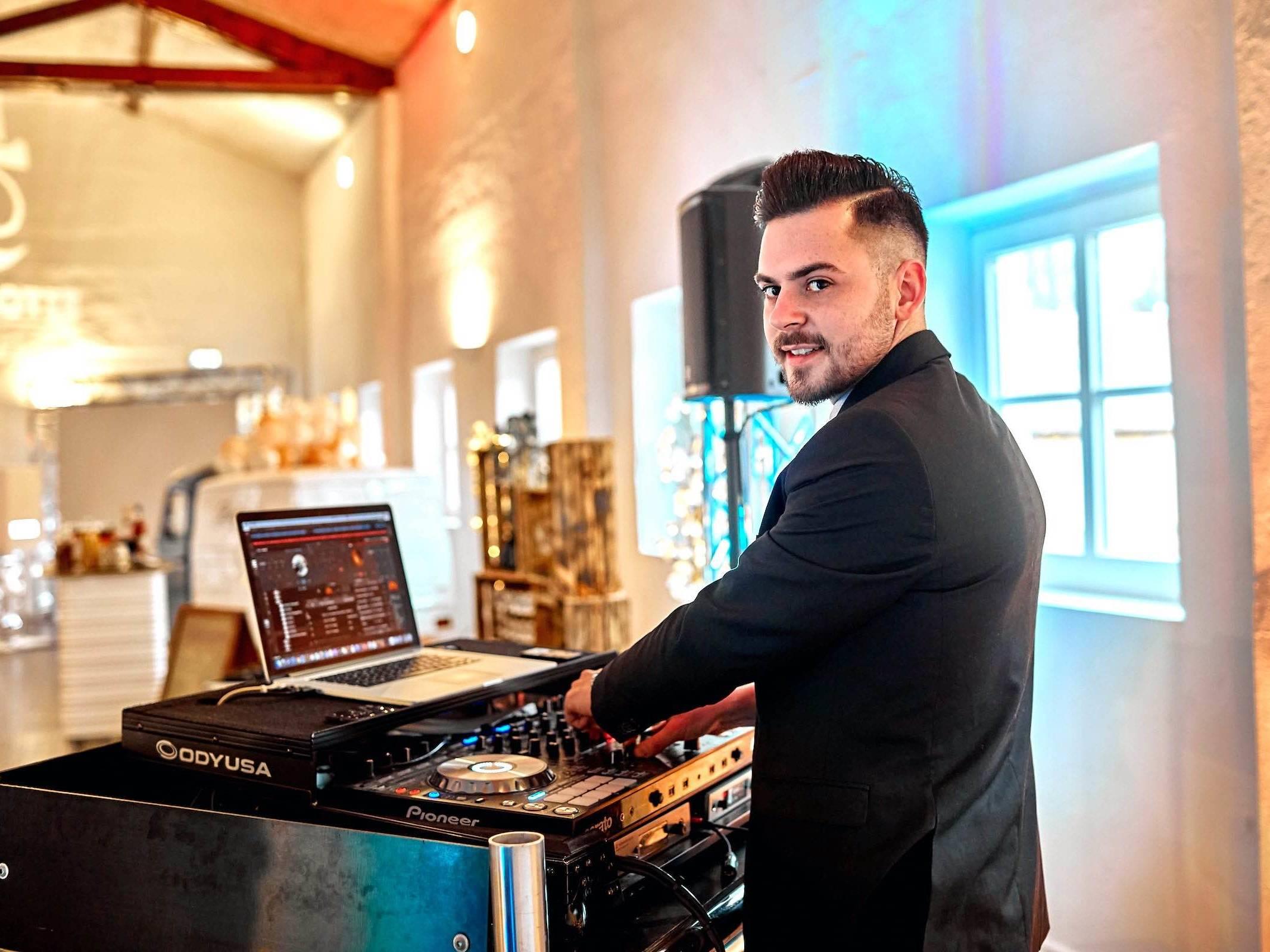 DJ | Hochzeit | Hamburg | Discjockey Messe | Event | DJ | Geburtstag | Betriebsfeier | Buchen | Discjockey | Mieten | Anfragen | DJ | Marvin | Hamburgfeiert