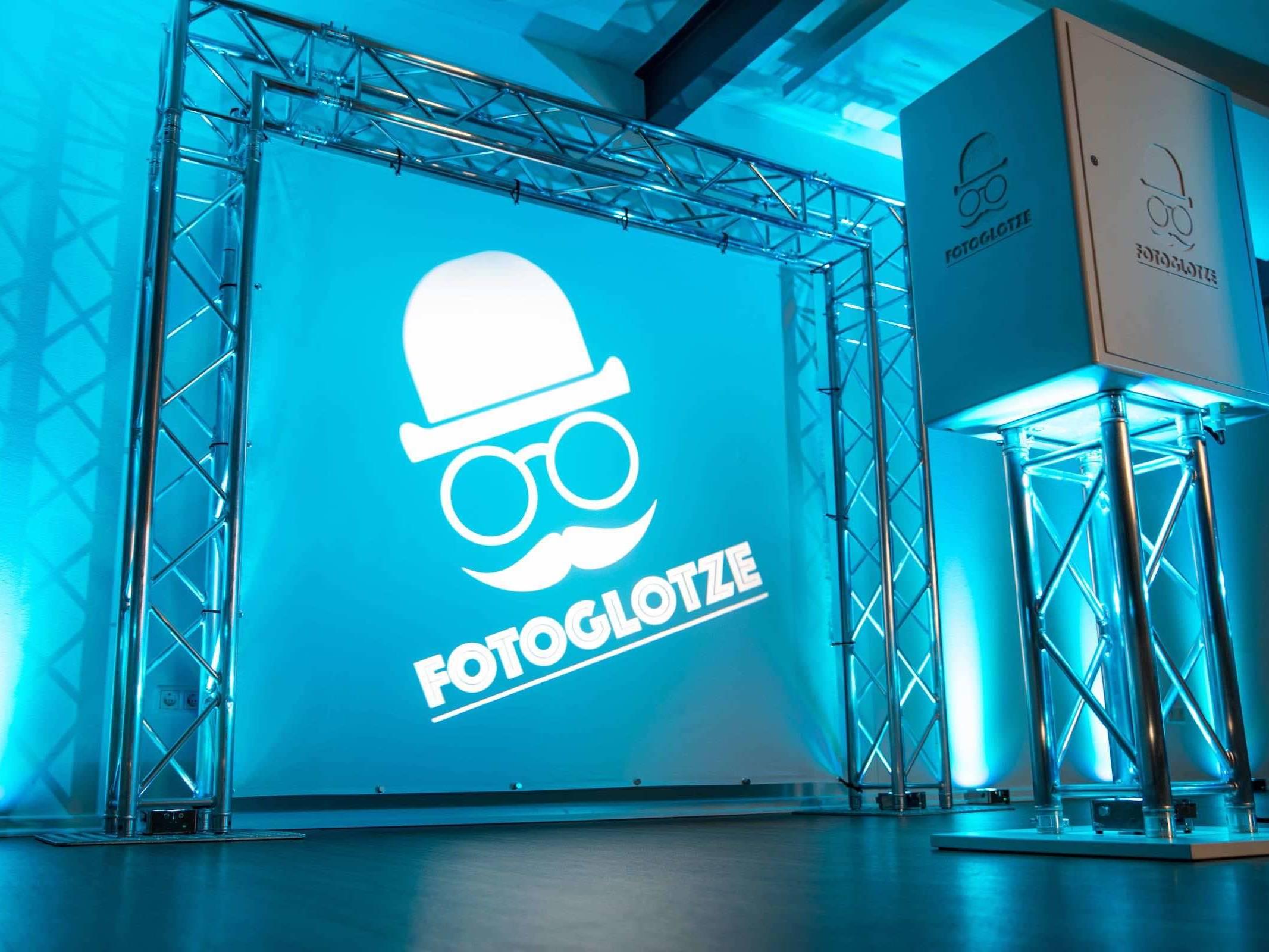 Fotobox   Hamburg   Fotokiste   Hochzeit   Fotoautomat   Firmenfeier   Photobooth   Abiball   Fotoglotze   Buchen   Mieten   Anfragen   Hamburgfeiert