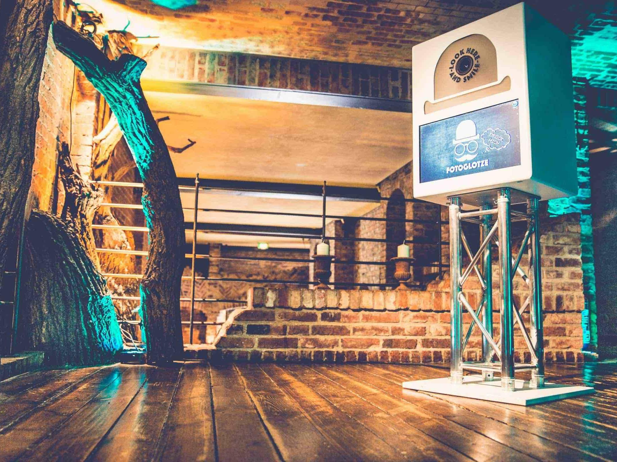 Fotobox   Hamburg   Mieten   Druck   Ausdruck   Sofortdruck   Fotokiste   Photobooth   Fotoautomat   Hochzeit   Messe   Event   Firmenfeier   Fotokiste   Abiball   Mieten   Fotoglotze   Hamburgfeiert