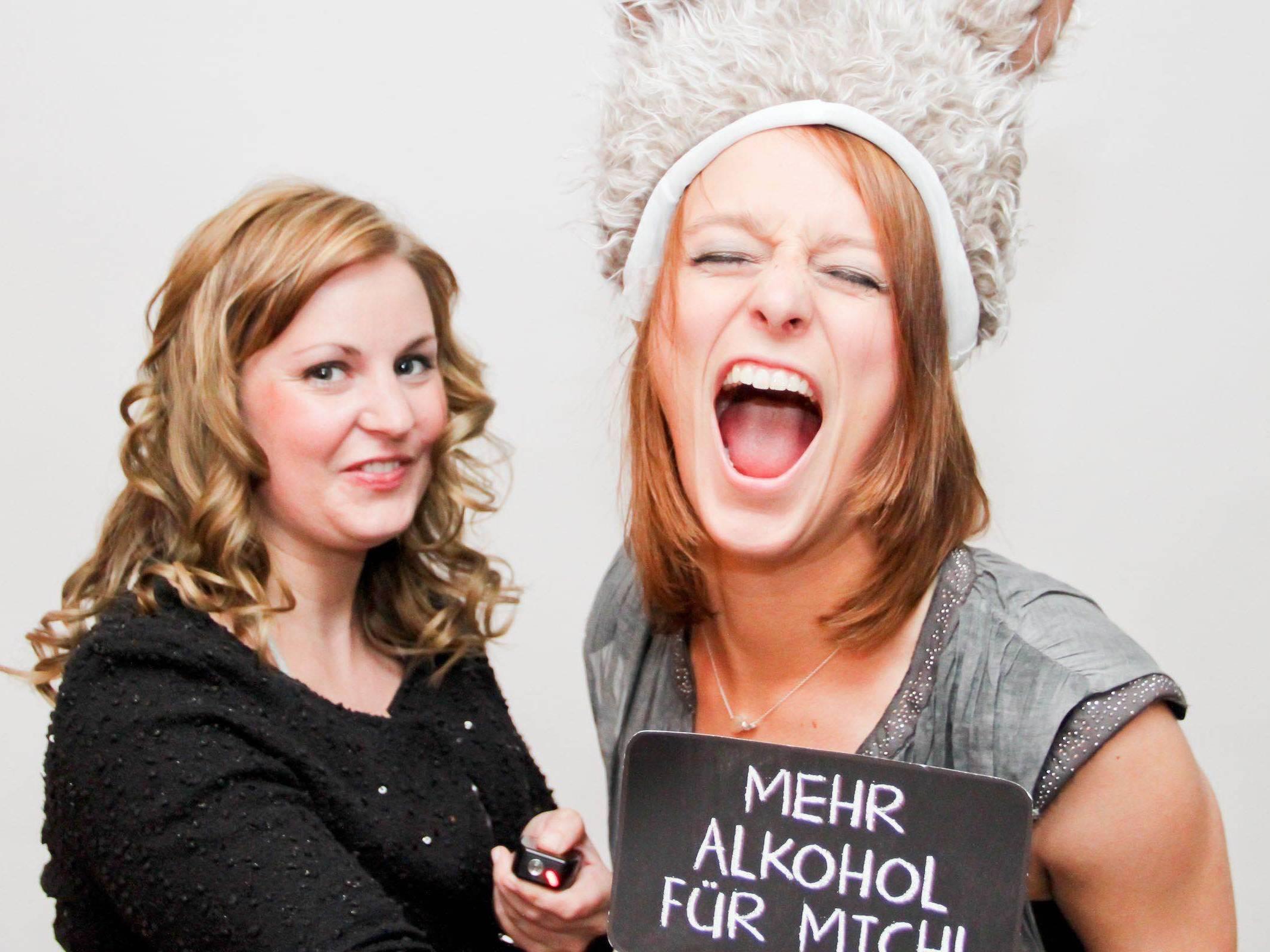 Fotobox   Hochzeit   Hamburg   Mieten   Fotoglotze   Druck   Bildausdrucke   Hintergrund   Photobooth   Hochzeit   Messe   Event   Verkleidung   Requisiten   Hamburgfeiert   Buchen   Anfragen   Mieten