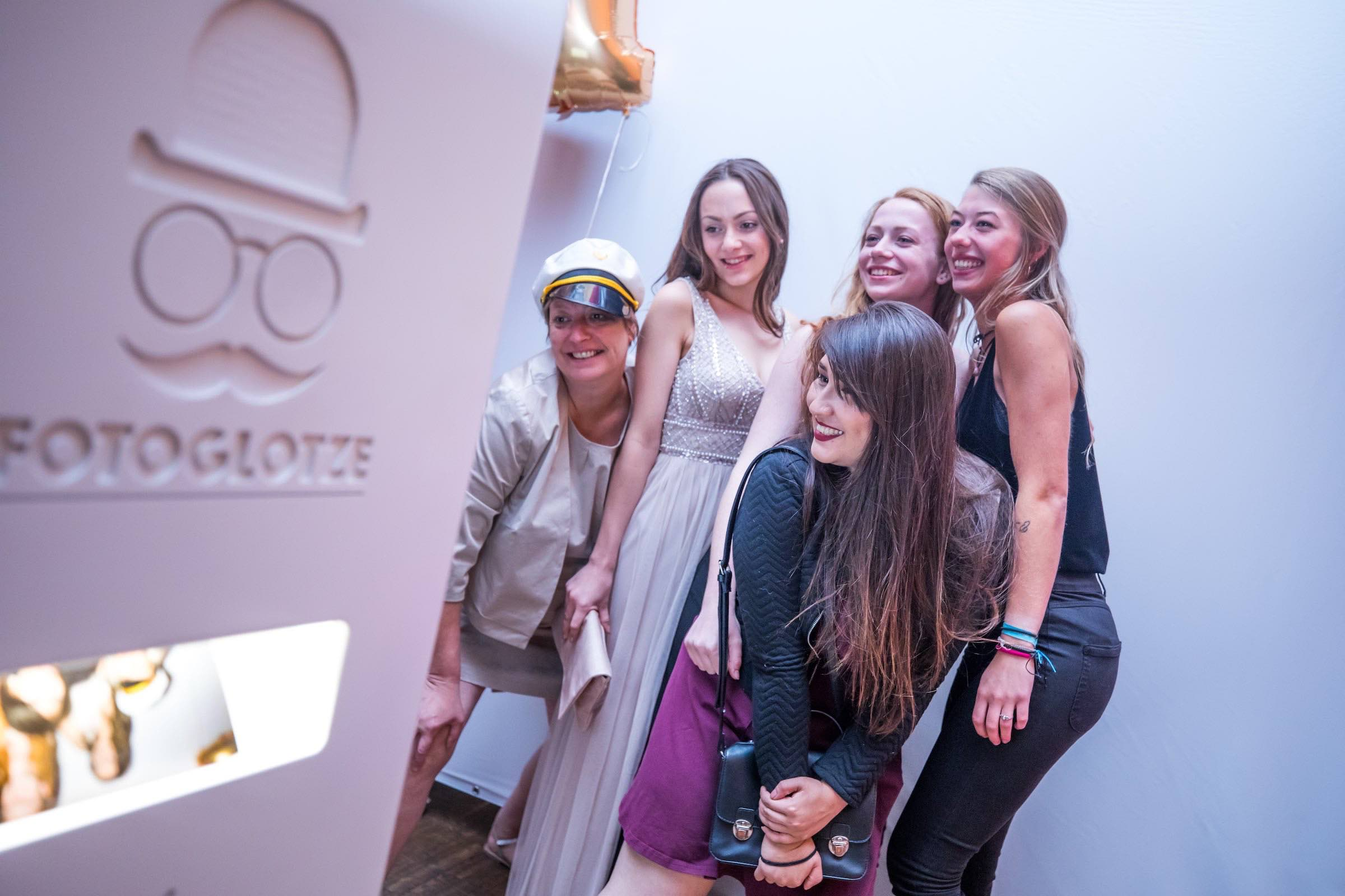 Fotobox | Mieten | Hamburg | Druck | Ausdruck | Sofortdruck | Fotokiste | Photobooth | Hochzeit | Fotoautomat | Messe | Event | Firmenfeier | Abiball | Buchen | Anfragen | Mieten | Fotoglotze | Hamburgfeiert