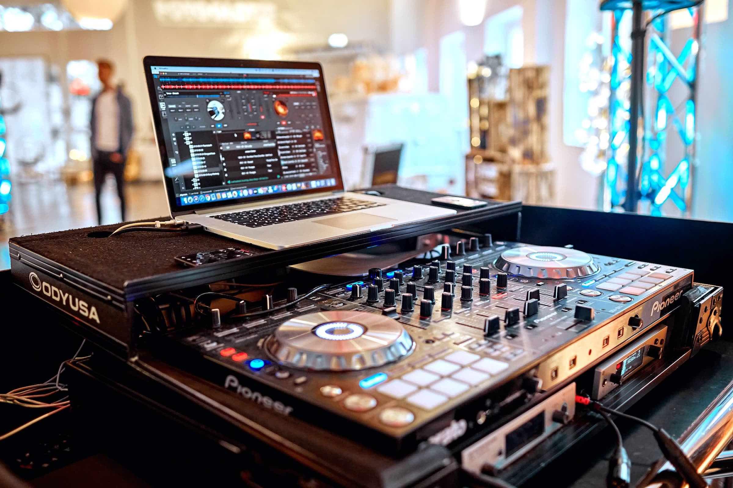 Hochzeits | DJ | Buchen | Hamburg | Discjockey | Messe | DJ | Event | DJ | Geburtstag | DJ | Mieten | Anfragen | DJ | Agentur | DJ | Marvin | Hamburgfeiert
