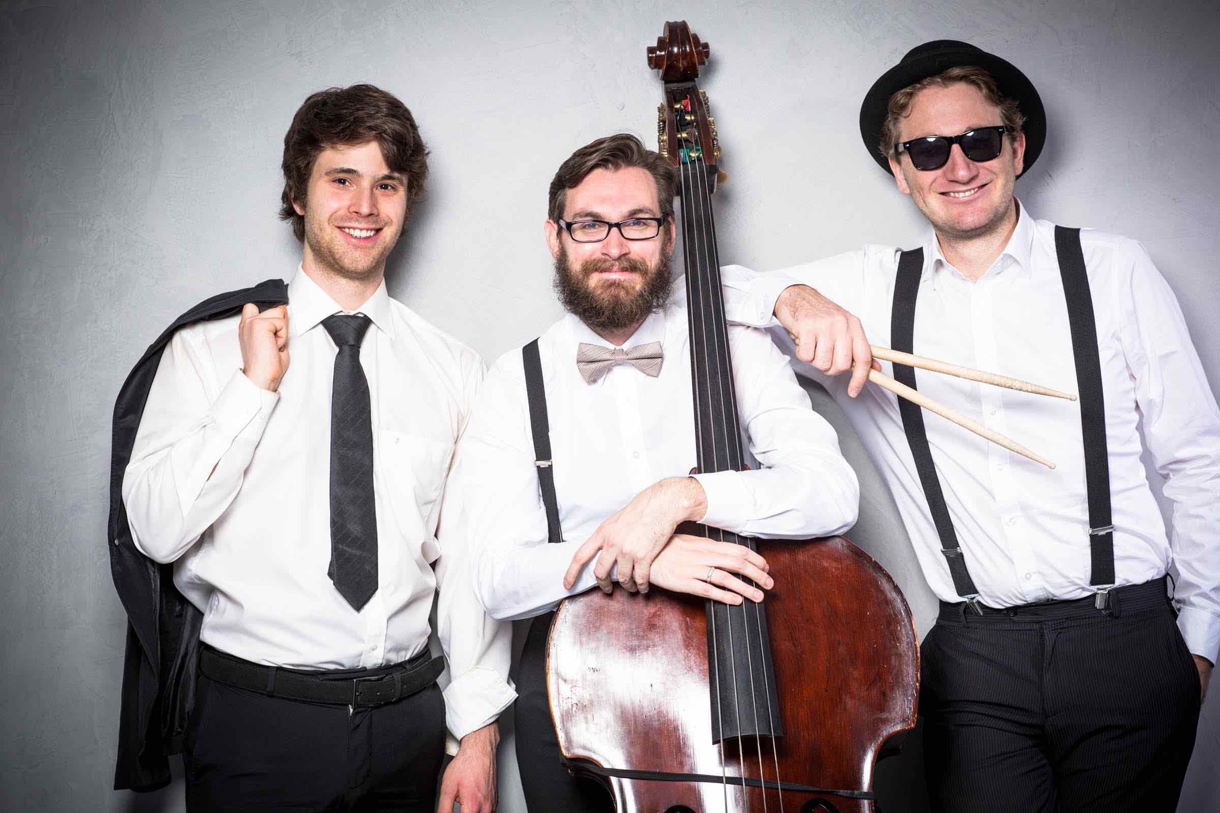 Jazzband | Hamburg | Livemusik | Partyband | Liveband | Popband | Swingband | Duo | Trio | Soul | Motown | Swing | Popband | Kontrabass | Kontrabass | Pianist | Bass | Hochzeit | Messe | Firmenfeier | Gala | Charity | Dinner | Hamburgfeiert
