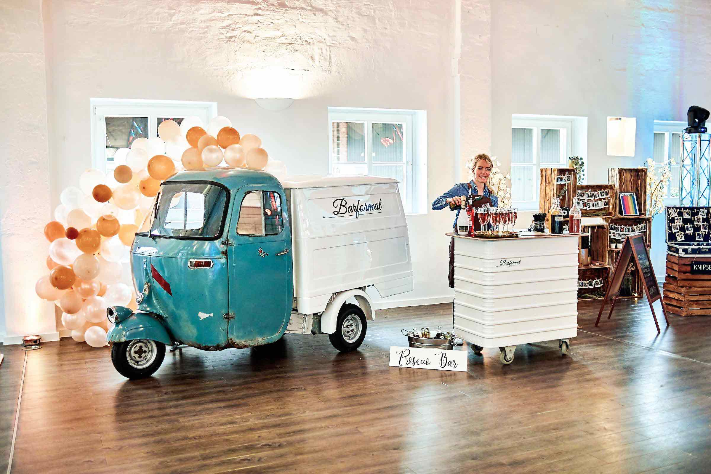 Mobile | Bar | Ape | Bulli | Hamburg | Cocktailservice | Getränke | Catering | Foodtruck | Sektbar | Weinbar | Sektempfang | Standesamt | Hochzeit | Barkeeper | Kellner | Hochzeit | Event | Mieten | Buchen | Hamburgfeiert