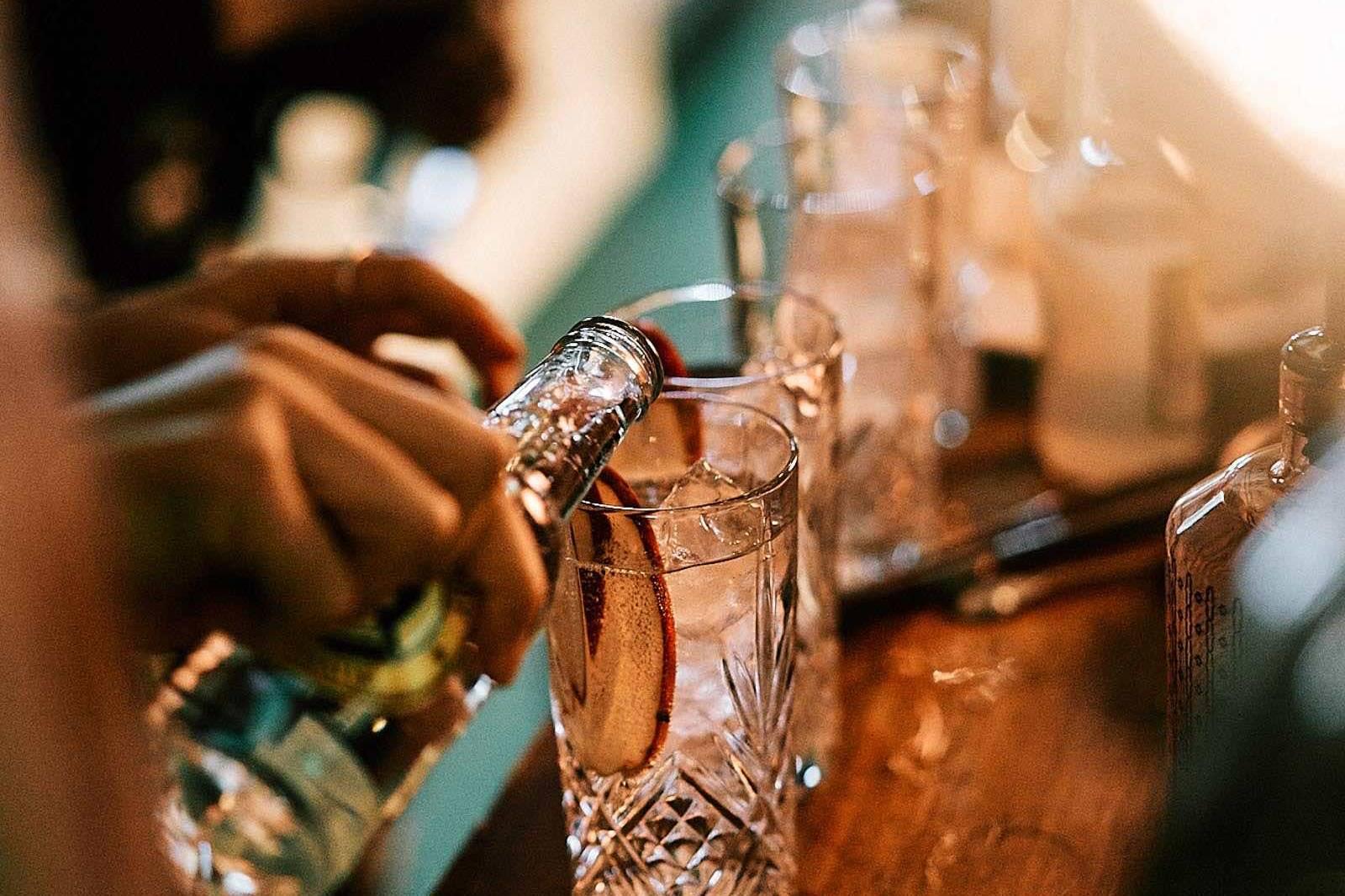 Mobile | Cocktailbar | Hamburg | Hochzeit | Sektempfang | Barkeeper | Mieten | Buchen | Geburtstag | Ape | VW | Bar | Getränke | Catering | Foodtruck | Weinbar | Ginbar | Sektbar | Kaffeebar | Messe | Hamburgfeiert