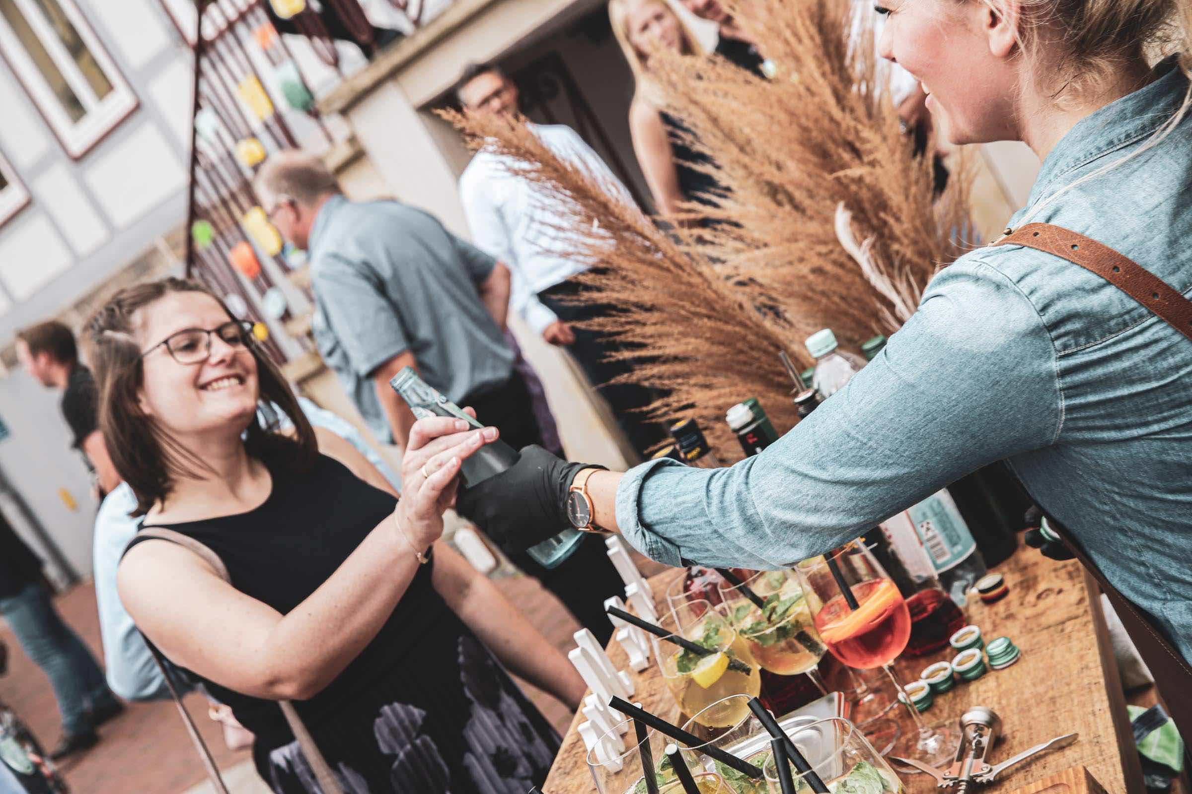 Mobile | Cocktailbar | Hamburg | Hochzeit | Sektempfang | Barkeeper | Mieten | Geburtstag | Ape | VW | Bar | Getränke | Catering | Foodtruck | Ginbar | Weinbar | Sektbar | Kaffeebar | Standesamt | Hamburgfeiert
