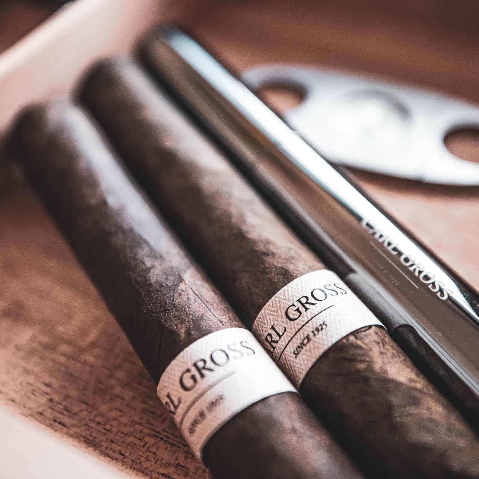 Zigarrendreher | Hamburg | Zigarren | Drehen | Zigarrenroller | Mieten | Anfragen | Trocadero | Eigenmarke | Own | Brand | Handgemacht | Zigarren | Bauchbinde | kaufen | Robusto | Corona | Torpedo | Hamburg | Feiert