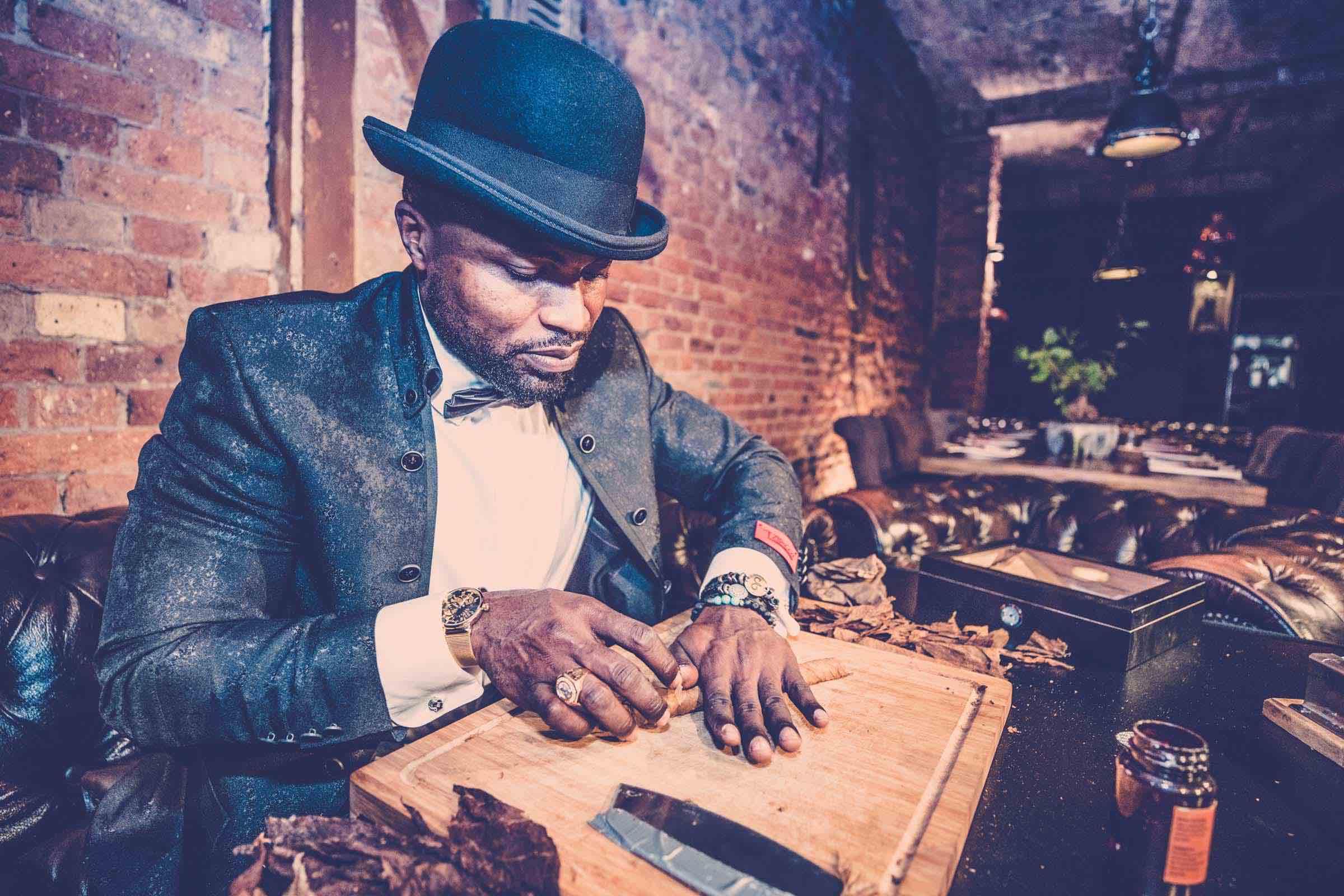 Zigarrendreher | Hamburg | Zigarren | Drehen | Zigarrenroller | Zigarrenrollerin | Zigarrendreherin | Mieten | Anfragen | Trocadero | Handgemacht | Zigarren | Robusto | Corona | Churchill | Torpedo | Banderole | Tabak | Cuba