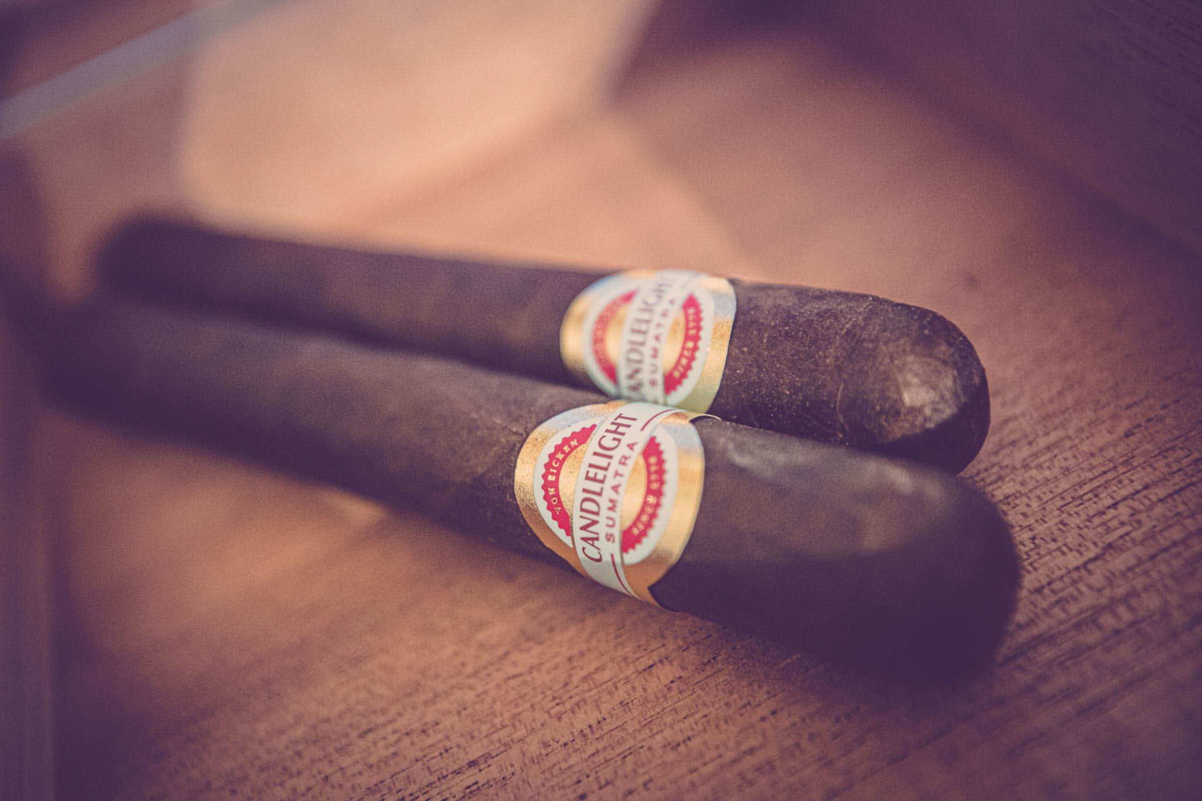 Zigarrendreher | Hamburg | Zigarrenroller | Zigarrenrollerin | Trocadero | Kaufen | Buchen | Mieten | Handgemacht | Zigarren | Zylinder | Fabrik | Herstellung | Churchill | Robusto | Robusto | Corona | Banderole | Bauchbinde