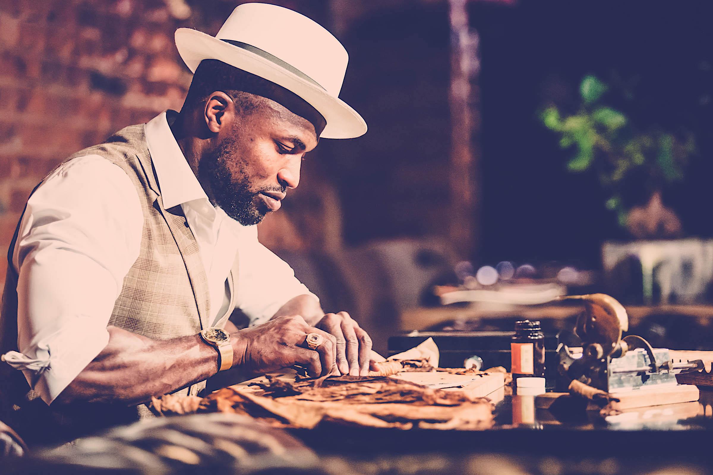 Zigarrendreher | Hamburg | Zigarrenroller | Zigarrenrollerin | Zigarren | Drehen | Mieten | Anfragen | Trocadero | Handgemacht | Eigenmarke | Robusto | Torpedo | Corona | Churchill | Banderole | Bauchbinde | Tabak | Brasilien | Cuba
