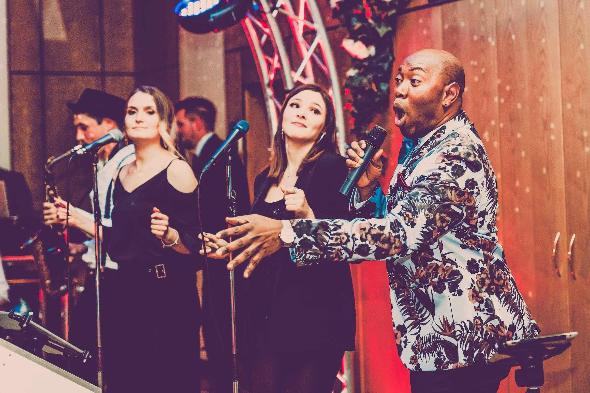 Band | Hamburg | Liveband | Livemusik | Brassband | Samba | Partyband | Jazzband | Swingband | Lounge | Popband | Jazz | Gesang | Sänger | Frontsänger | Hochzeit | Trauung | Messe | Firmenfeier | Charity | Gala | Hamburgfeiert