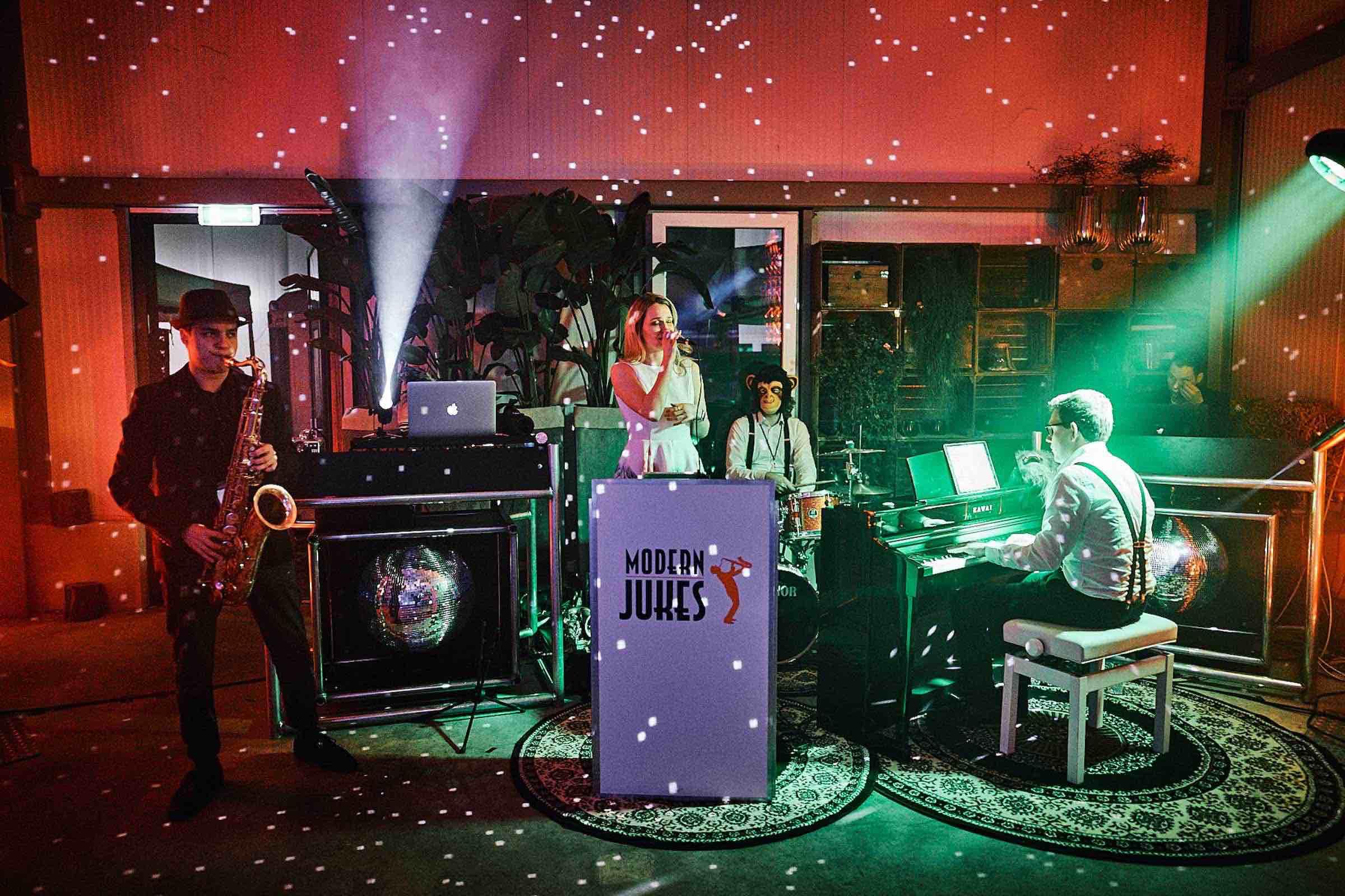 Band | Hamburg | Liveband | Livemusik | Partyband | Jazzband | Swingband | Lounge | Hochzeitsband | Popband | Jazz | Motown | Soul | Hochzeit | Messe | Firmenfeier | Charity | Gala | Buchen | Mieten | Anfragen | Hamburgfeiert