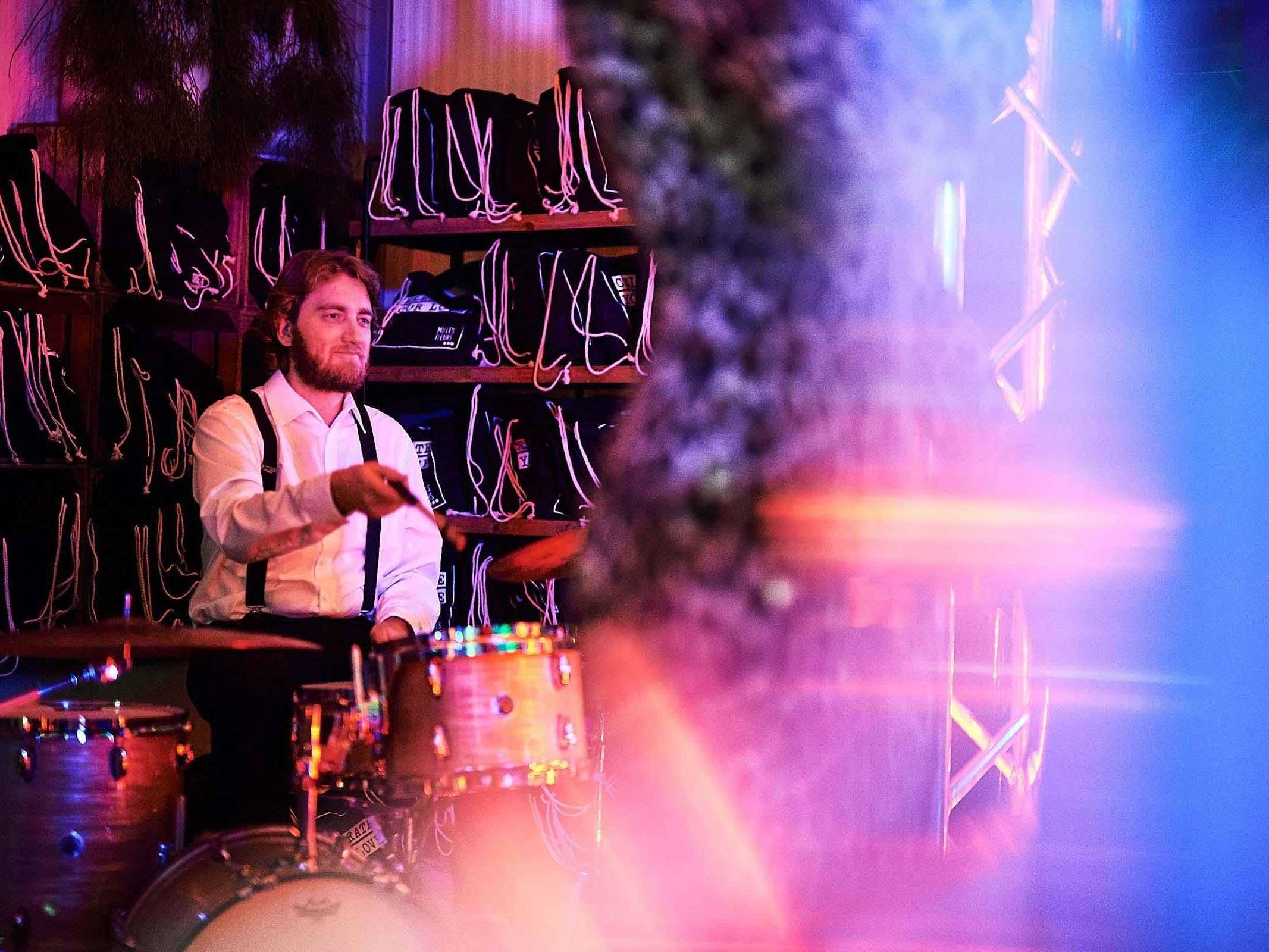 Band   Hamburg   Liveband   Livemusik   Partyband   Popband   Jazzband   Swingband   Lounge   Pop   Jazz   Soul   DJ   Saxophon   Schlagzeug   Hochzeitsband   Messe   Firmenfeier   Charity   Gala   Buchen   Mieten   Hamburgfeiert