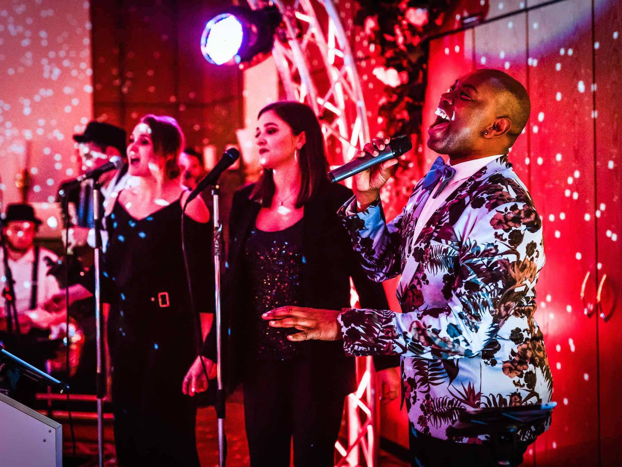 Band   Hamburg   Liveband   Partyband   Jazzband   Swingband   Lounge   Pop   Jazz   Sänger   Hochzeit   Standesamt   Trauung   Messe   Firmenfeier   Charity   Gala   Buchen   Mieten   Anfragen   Modern   Jukes   Hamburgfeiert