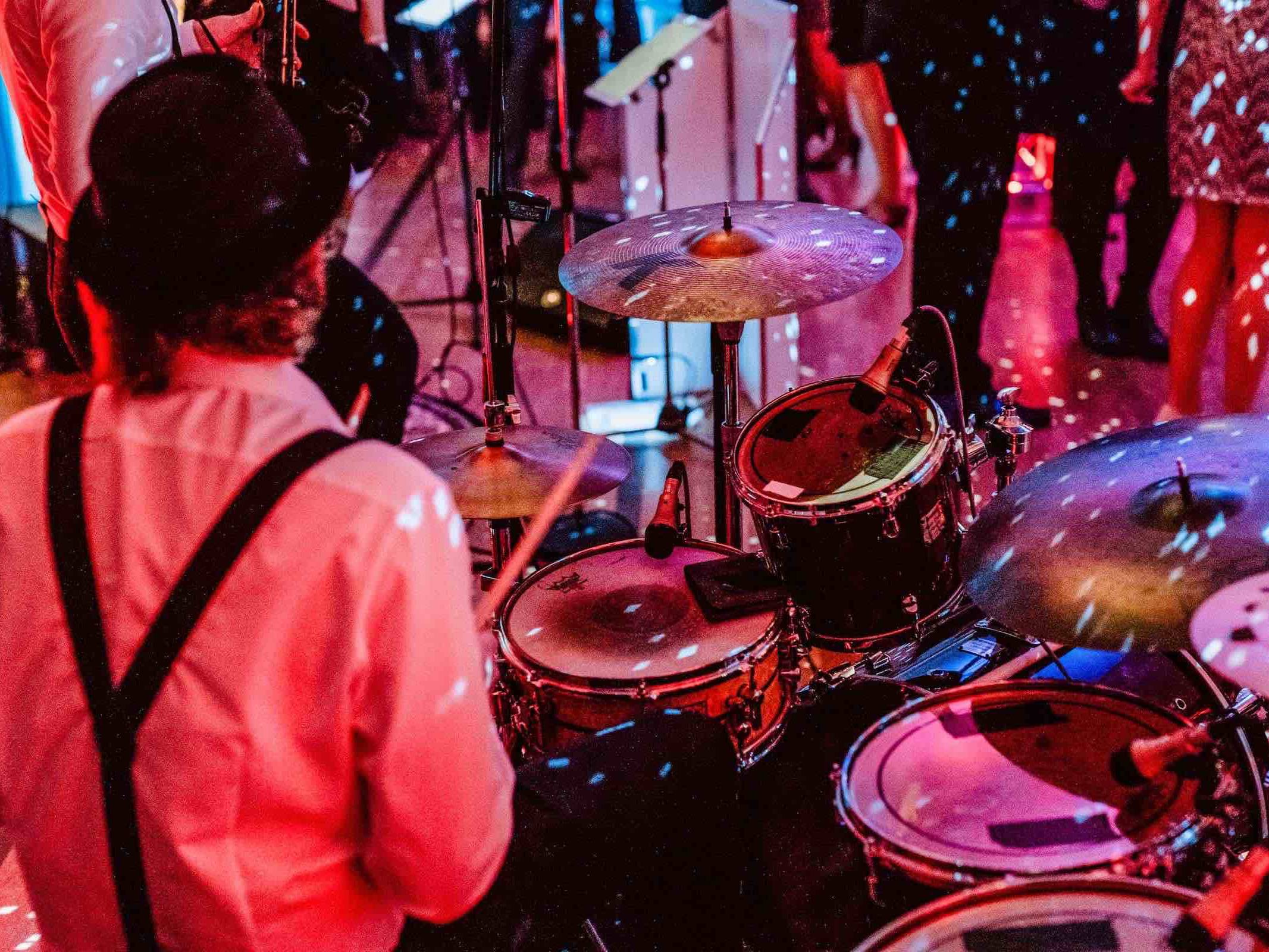 Band   Hamburg   Livemusik   Partyband   Liveband   Swingband   Team   Hochzeitsmesse   Jazzband   Soul   Motown   Schlagzeug   Drums   Swing   Hochzeit   Firmenfeier   Dinner   Empfang   Gala   Charity   Anfragen   Hamburgfeiert