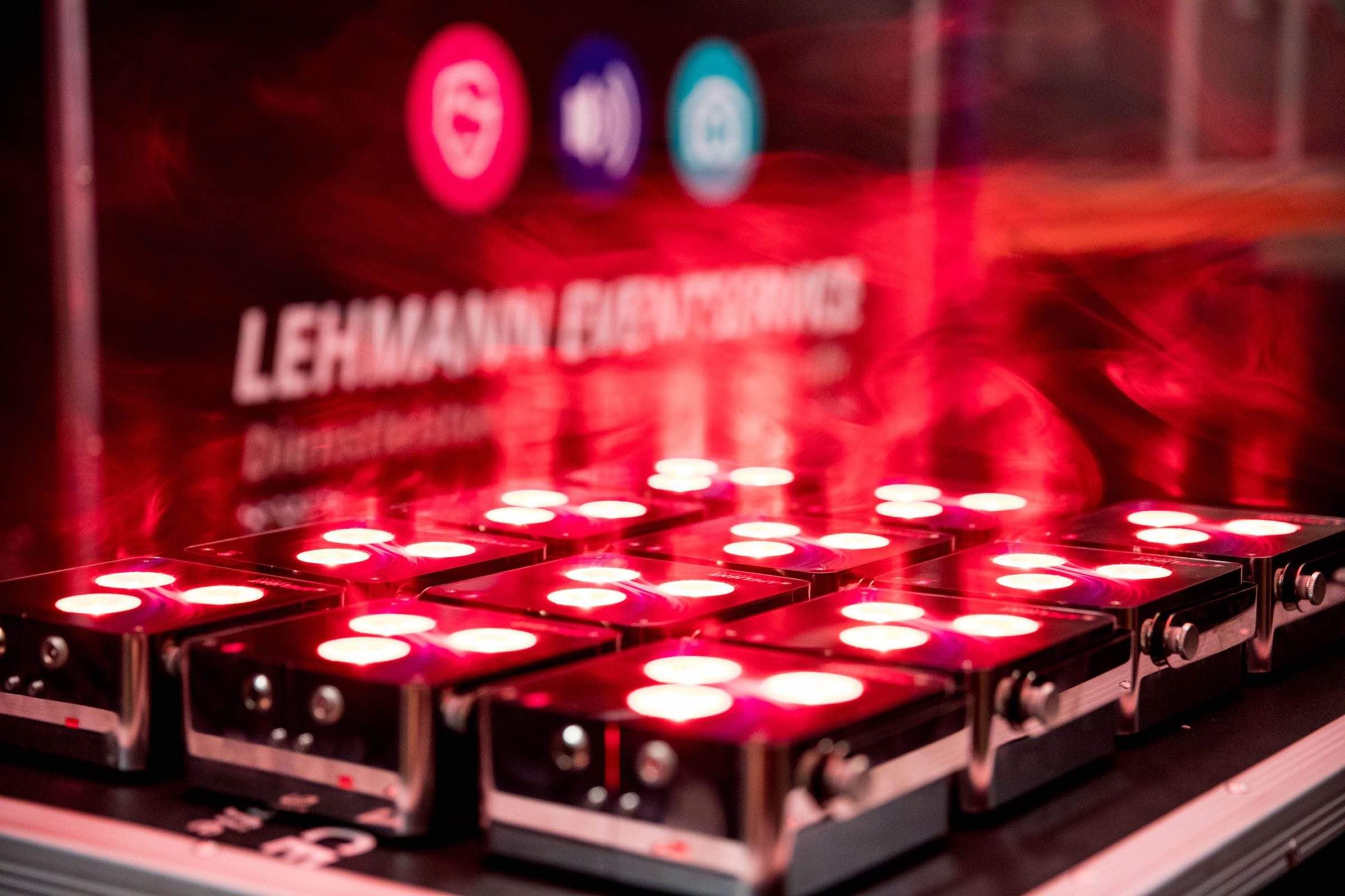 Beleuchtung | Hamburg | Eventtechnik | Akku | LED | Floorspots | Messe | Firmenveranstaltung | Indoor | Outdoor | Lichttechnik | Raumbleuchtung | Location | Uplight | Buchen | Mieten | Hamburgfeiert
