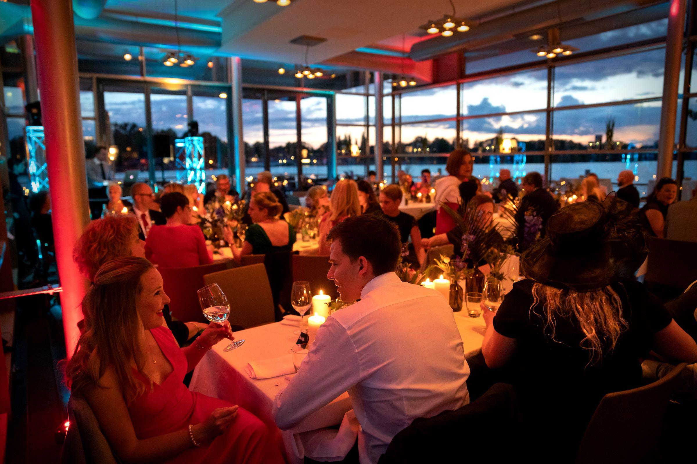 DJ | Hamburg | DJ | Messe | Hochzeits | DJ | Firmenevent | Firmenfeier | DJ | Geburtstag | DJ | Sommerfest | Playlist | Essen | Buchen | Mieten | Hamburgfeiert