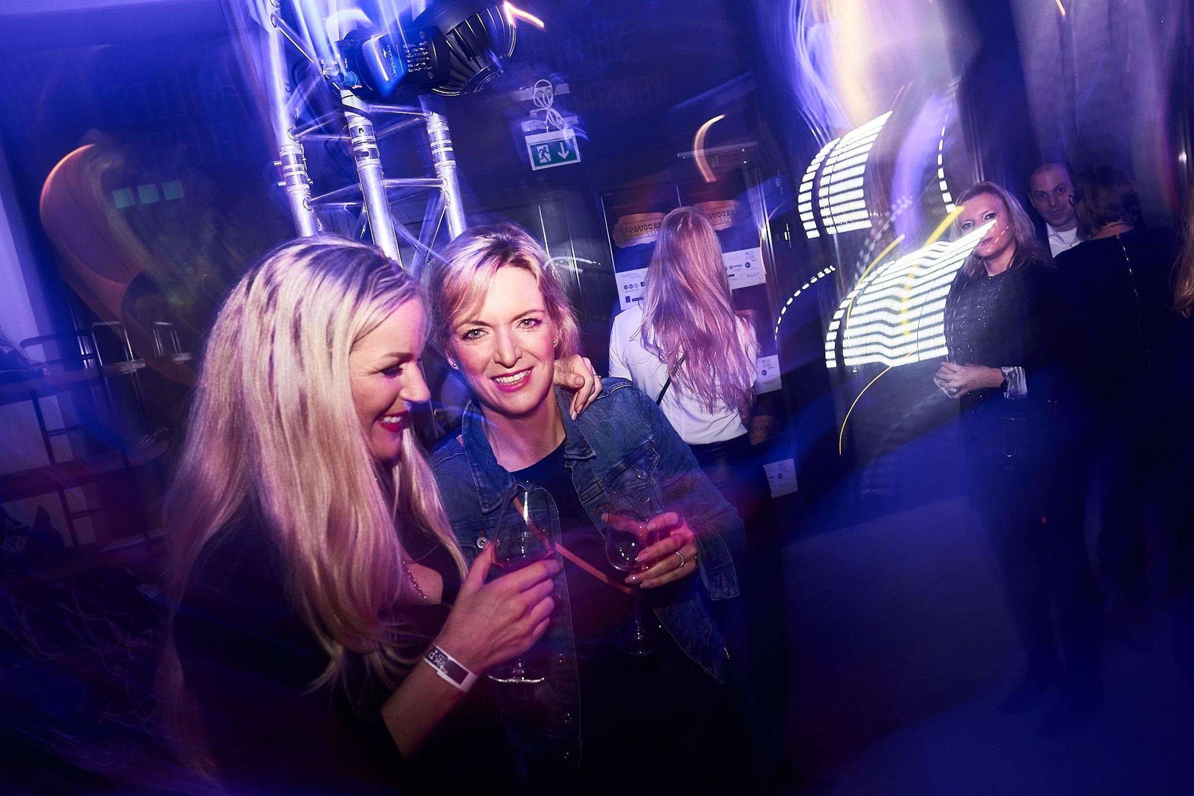 DJ | Hamburg | DJ | Messe | Hochzeits | DJ | Firmenevent | Hamburg | Firmenfeier | DJ | Geburtstag | DJ | Weihnachtsfeier | DJ | Sommerfest | Buchen | Mieten | Hamburgfeiert
