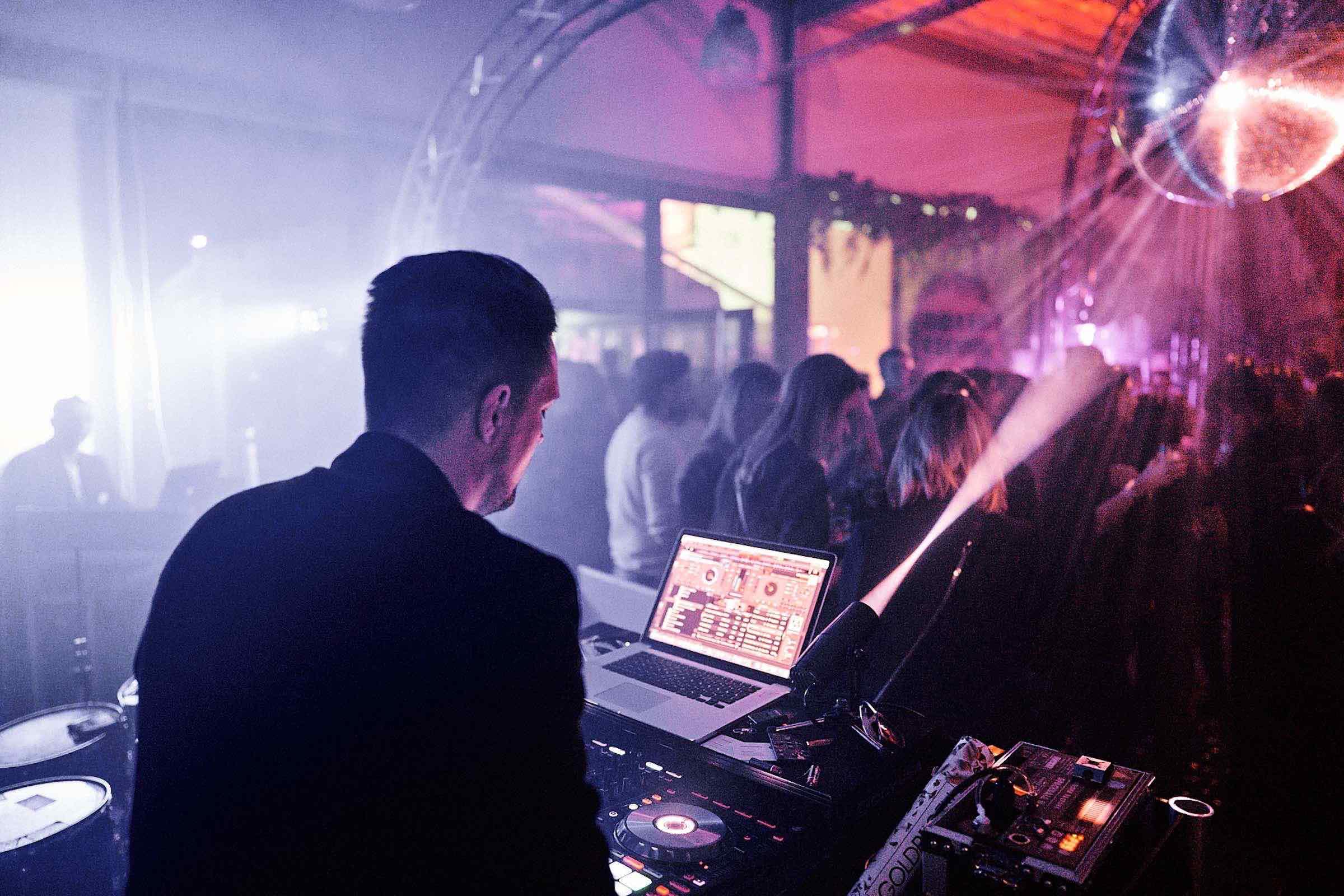 DJ | Hamburg | Hochzeit | DJ | Timm | Messe | DJ | Event | DJ | Geburtstag | DJ | Buchen | DJ | Hamburg | DJ | Mieten | Anfragen | DJ | Agentur | DJ | Service | Hamburgfeiert