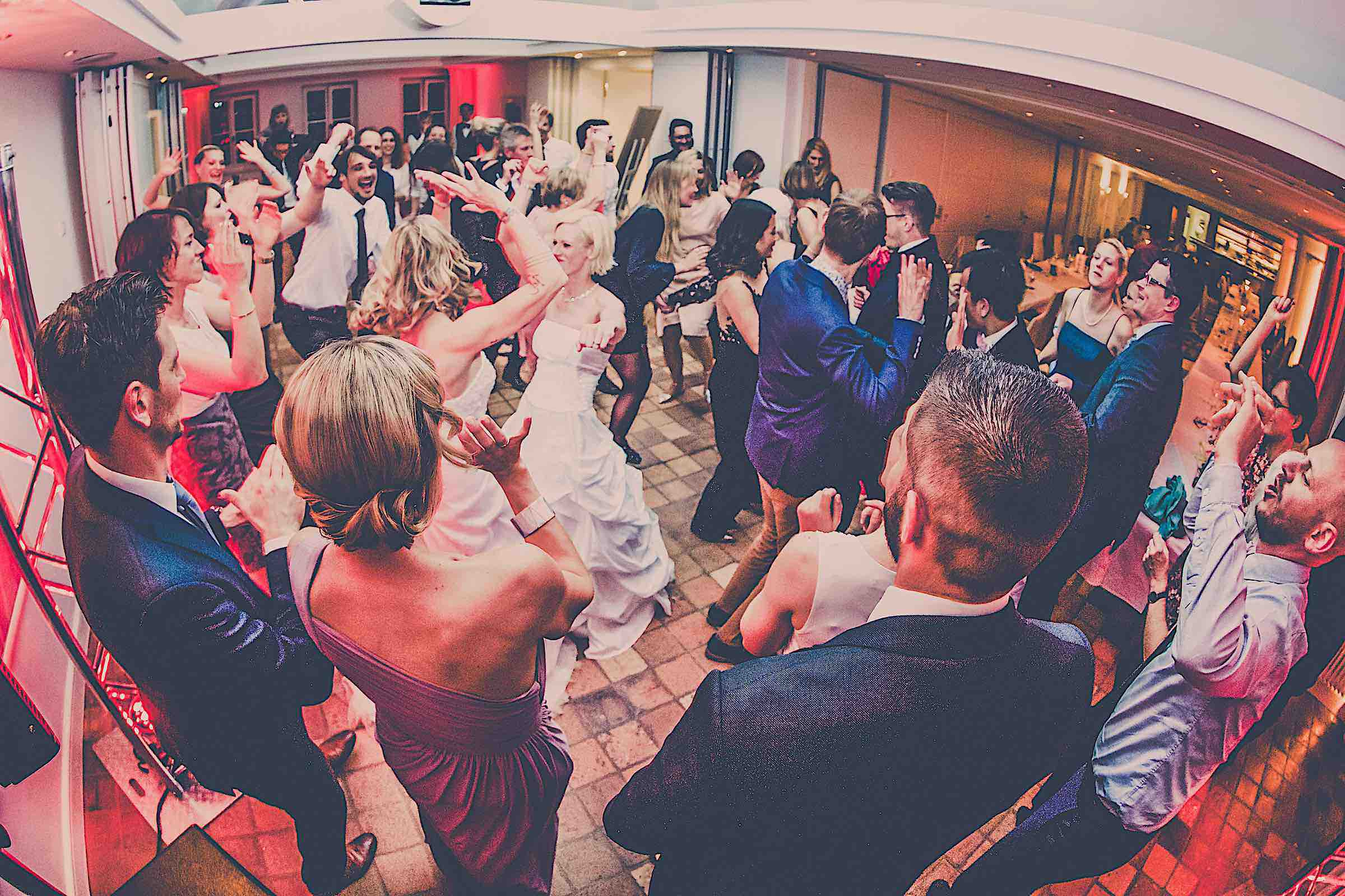 DJ | Hamburg | Hochzeits | DJ | Firmenevent | Firmenfeier | DJ | Geburtstag | DJ | Messe | DJ | Sommerfest | Buchen | Mieten | Hamburgfeiert