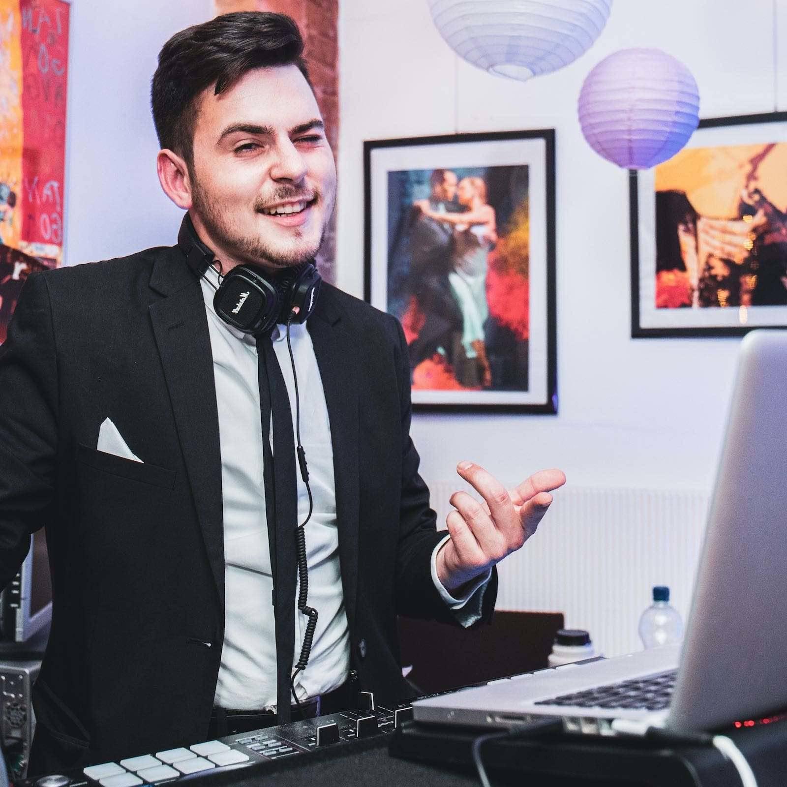 DJ | Hamburg | Mieten | Buchen | Hamburg | DJ | Hochzeit | Messe | DJ | Event | DJ | Geburtstag | DJ | Betriebsfeier | DJ | Buchen | Discjockey | Mieten | DJ | Agentur | DJ | Marvin | Hamburgfeiert