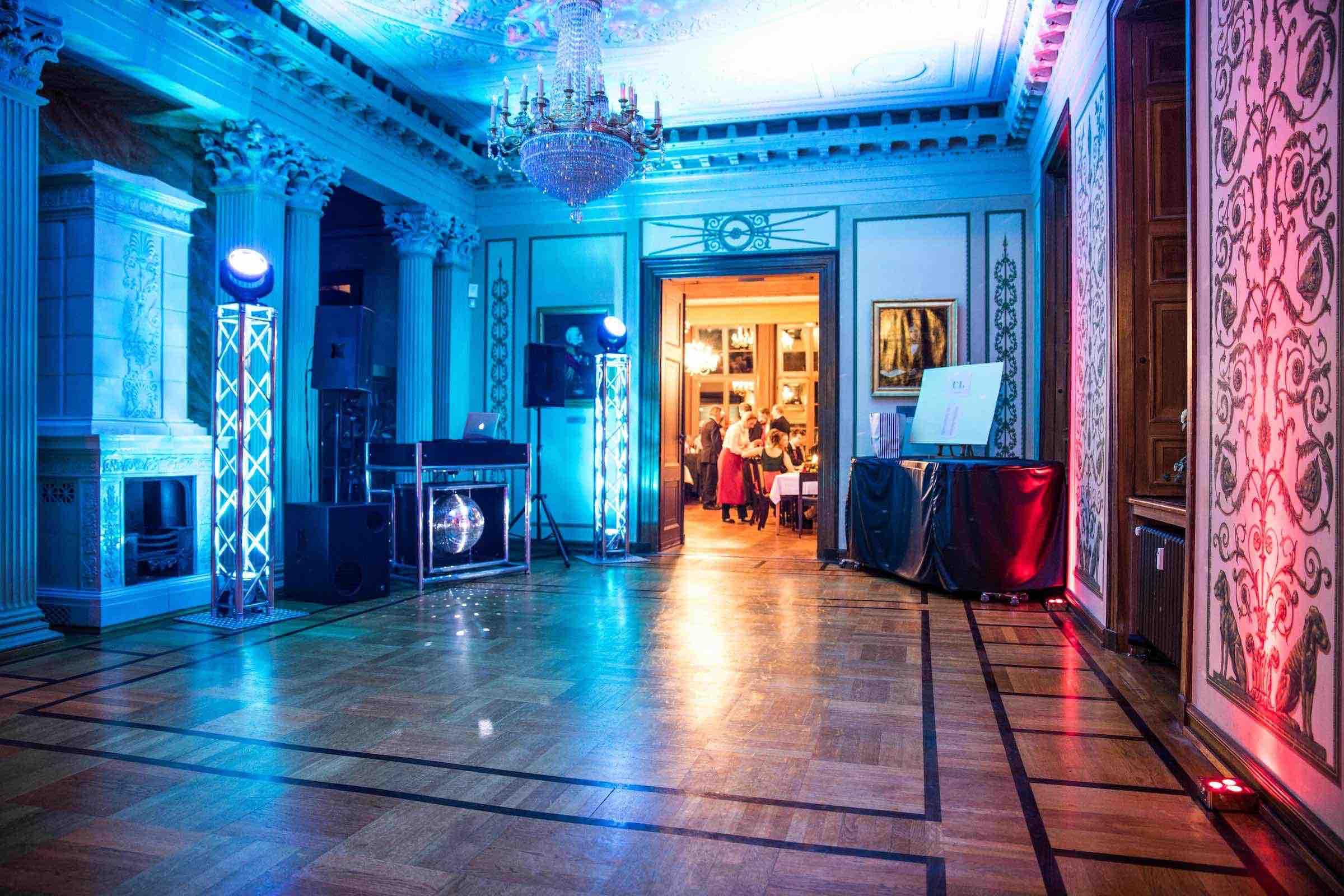 DJ | Hamburg | Technik | Lautsprecher | Licht | Hochzeit | DJ | Messe | DJ | Firmenevent | Firmenfeier | DJ | Geburtstag | DJ | Weihnachtsfeier | DJ | Sommerfest | Jagdschloss | Springe | Anfragen | Buchen | Hamburgfeiert