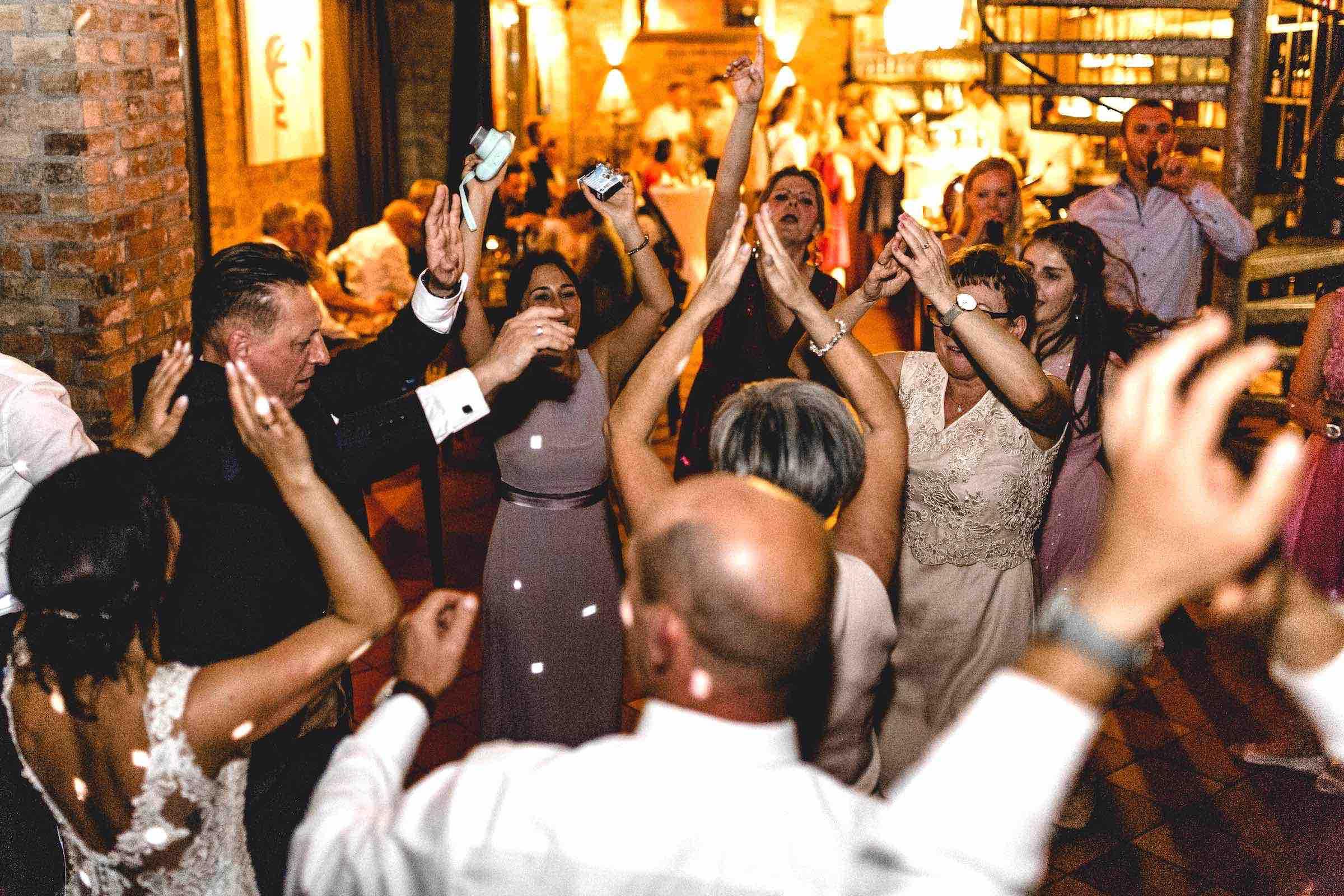 DJ | Hochzeit | DJ | Agentur | Hochzeits | DJ | Messe | Hamburg | DJ | Firmenevent | Firmenfeier | DJ | Geburtstag | Discjockey | Weihnachtsfeier | DJ | Sommerfest | Event | Buchen | Mieten | Hamburgfeiert