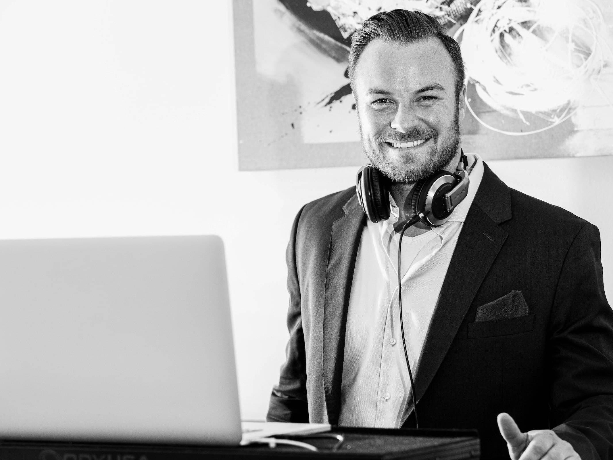 DJ | Hochzeit | Hamburg | Buchen | Discjockey | Nils | Remme | Messe | DJ | Bremen | DJ | Event | DJ | Geburtstag | DJ | Mieten | Anfragen | DJ | Service | DJ | Kosten | DJ | Agentur | Hamburgfeiert