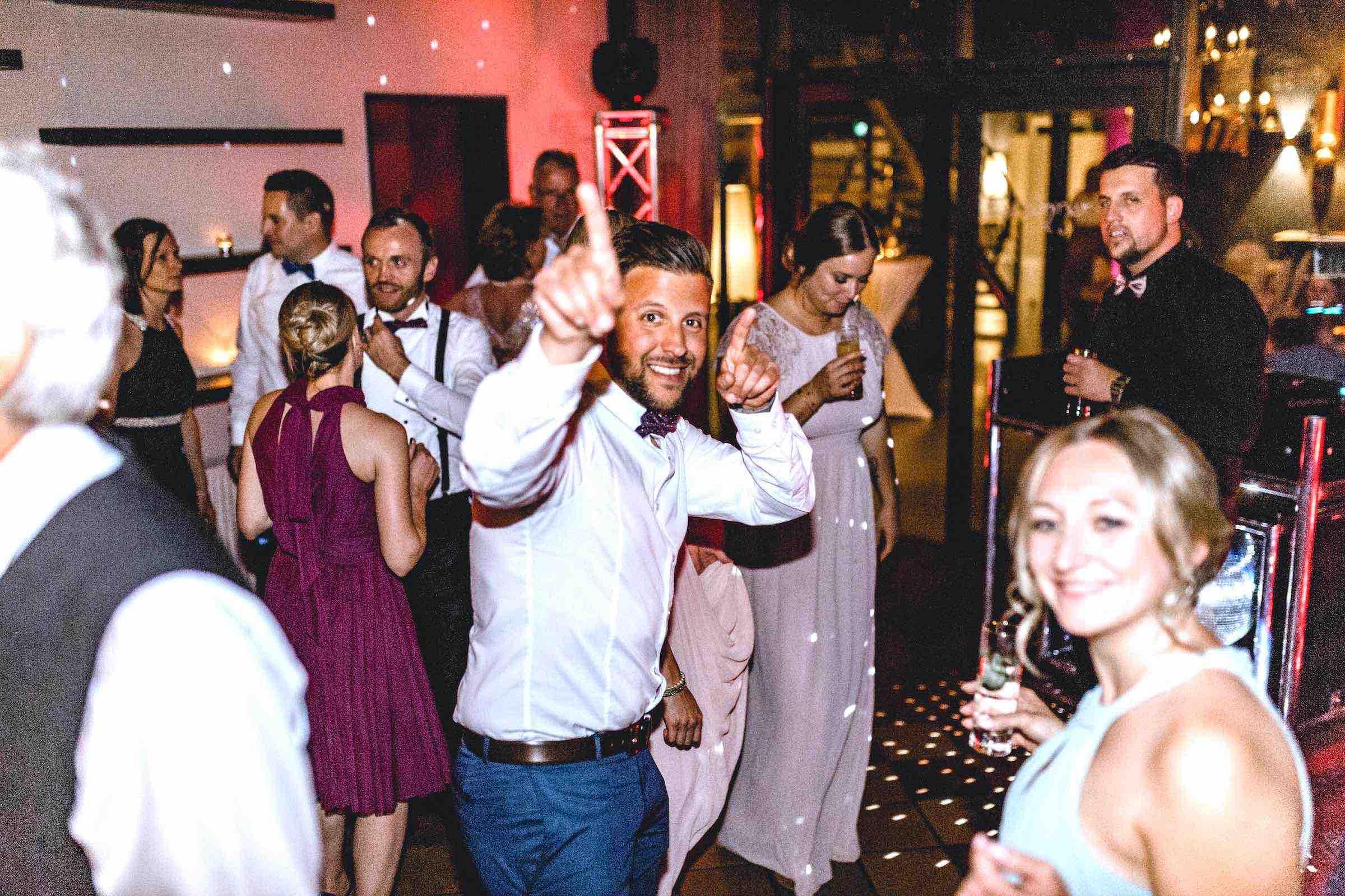 DJ | Hochzeit | Hamburg | DJ | Agentur | Hochzeits | DJ | Messe | DJ | Firmenevent | Firmenfeier | DJ | Geburtstag | Discjockey | Weihnachtsfeier | DJ | Sommerfest | Event | Buchen | Mieten | Hamburgfeiert