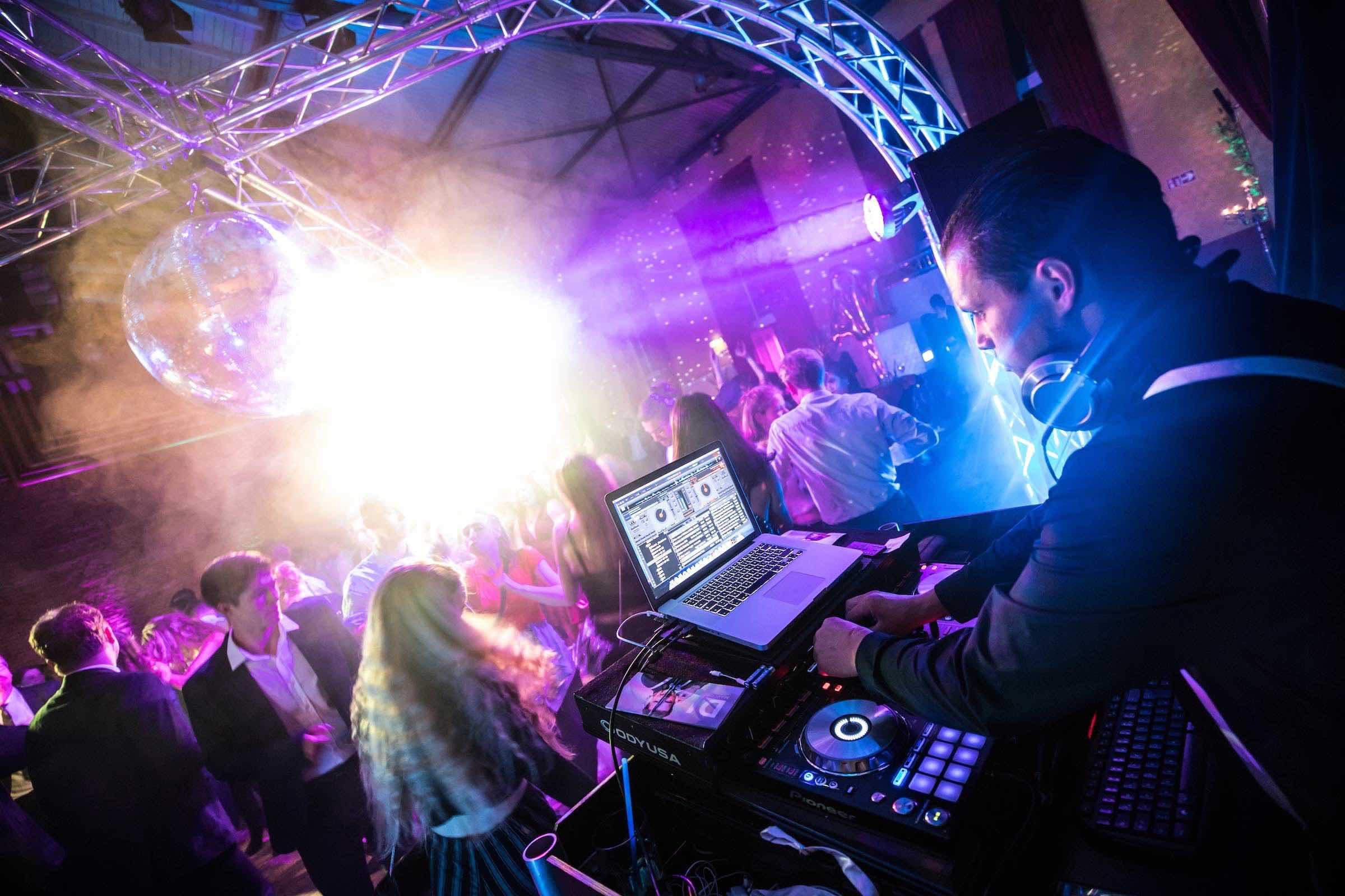 DJ | Hochzeit | Hamburg | Marco | Discjockey | DJ | Geburtstag | Messe | Event | Betriebsfeier | Buchen | Discjockey | Mieten | Anfragen | Hamburgfeiert