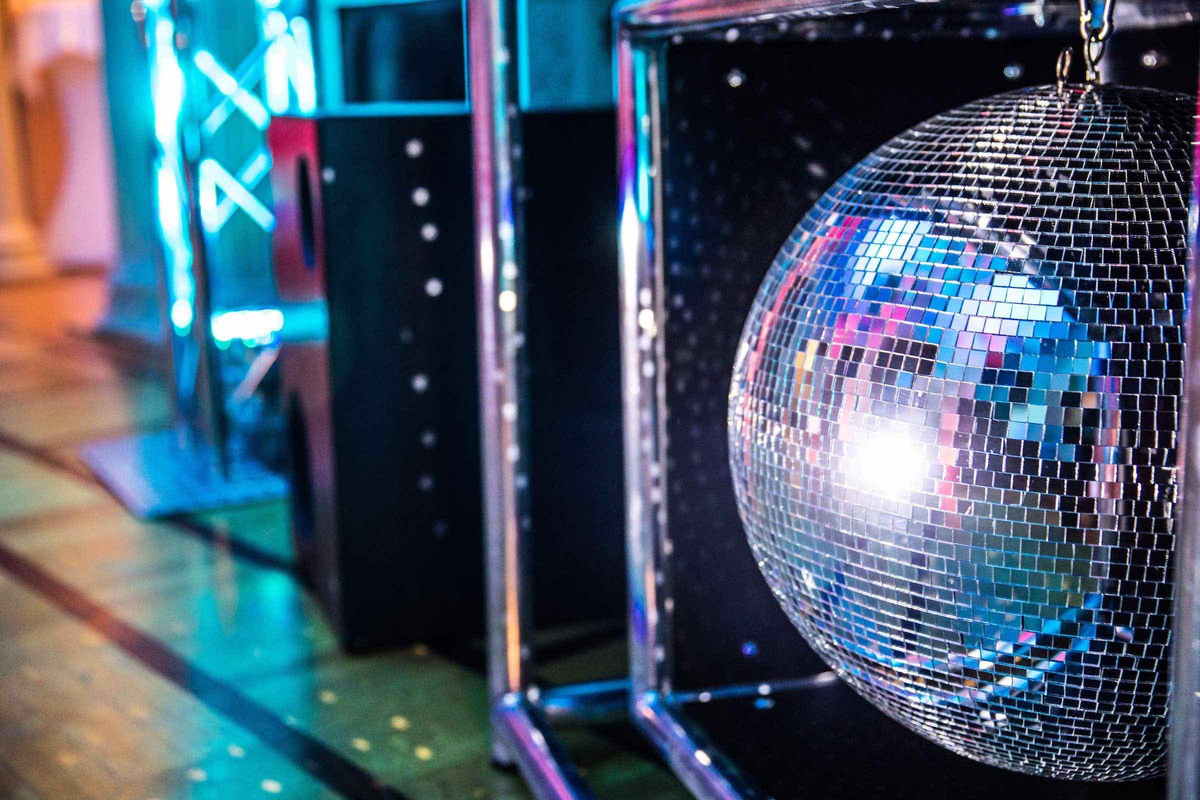 DJ | Technik | Hamburg | DJ | Service | DJ | Feier | Hochzeits | DJ | Messe | DJ | Firmenevent | Firmenfeier | DJ | Geburtstag | Discjockey | Weihnachtsfeier | DJ | Sommerfest | Event | Buchen | Mieten | Hamburgfeiert