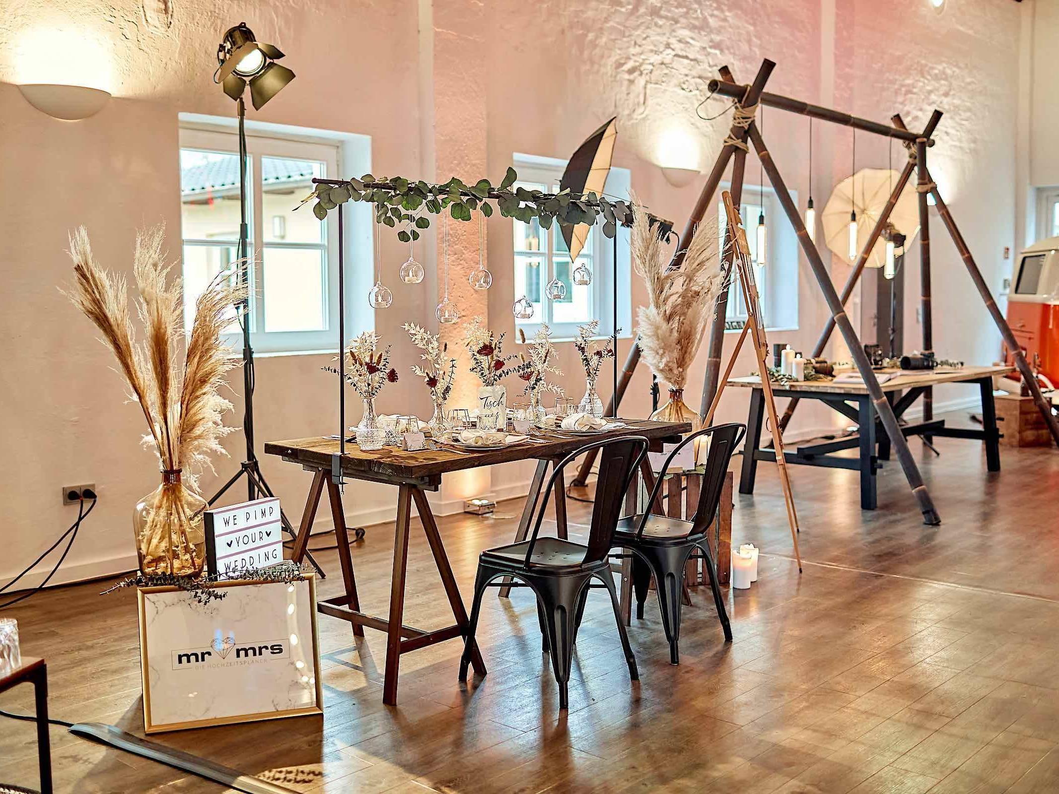 Eventplaner | Hamburg | Eventaustattung | Mieten | Buchen | Hochzeitsplaner | Dekoration | Hochzeiten | Modenschauen | Firmenfeiern | Gala | Tischdekoration | Technik | Logistik | Lieferung | Hamburgfeiert