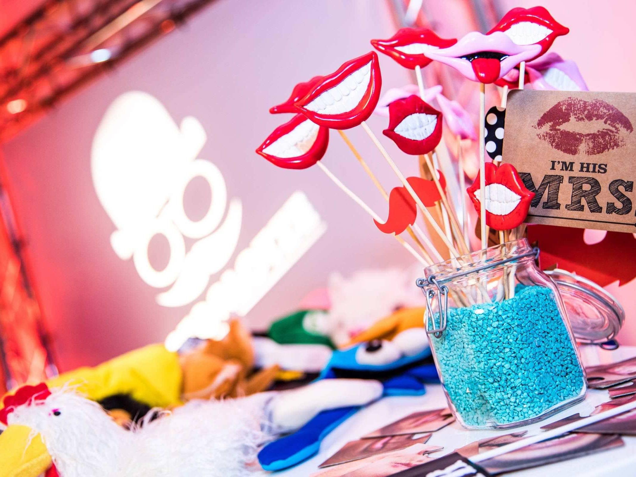 Fotoautomat   Mieten   Fotobox   Hochzeit   Fotokiste   Firmenfeier   Photobooth   Abiball   Hamburg   Messe   Firmenfeier   Buchen   Anfragen   Mieten   Fotoglotze   Hamburgfeiert
