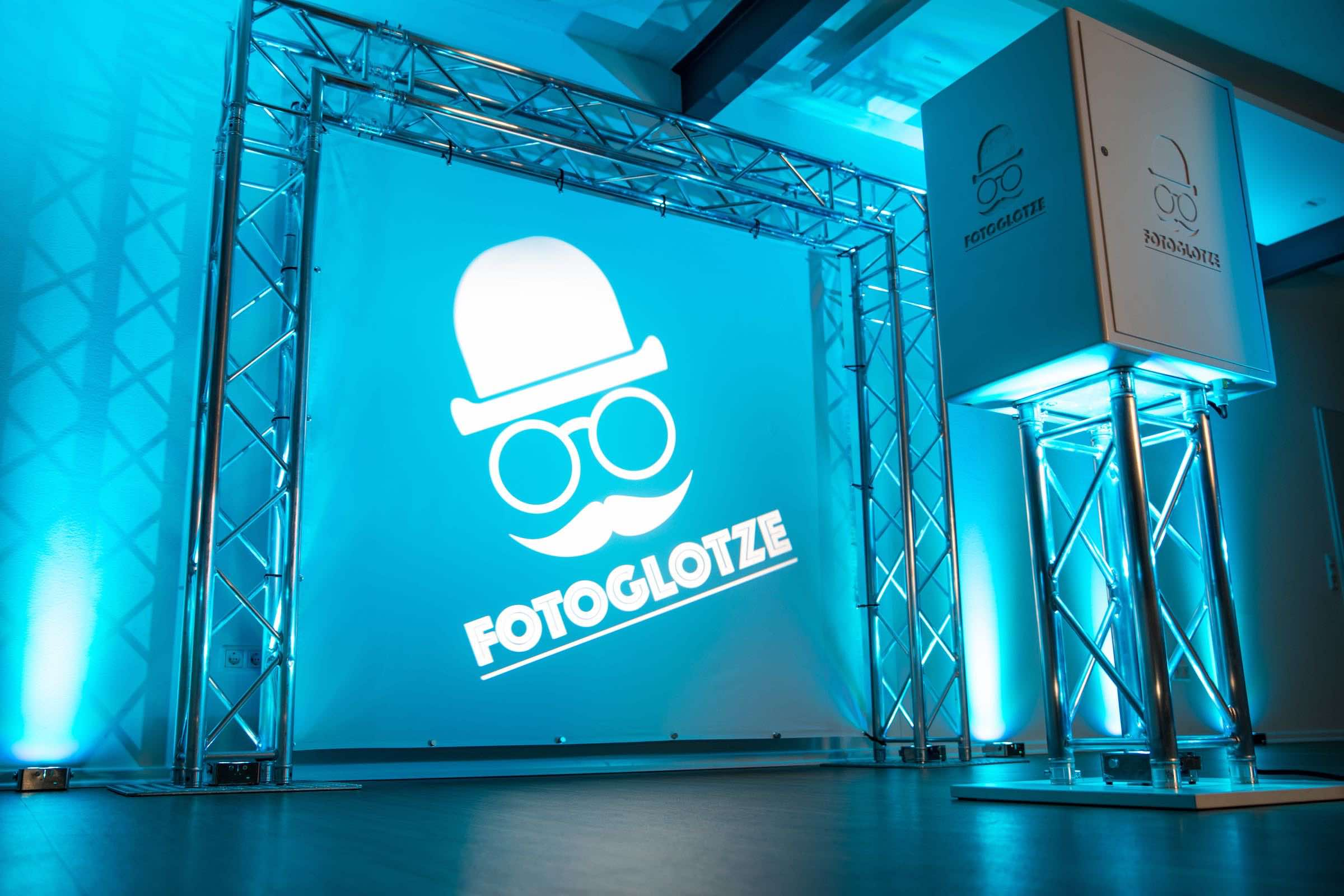 Fotobox | Hamburg | Fotokiste | Hochzeit | Fotoautomat | Firmenfeier | Photobooth | Abiball | Fotoglotze | Buchen | Mieten | Anfragen | Hamburgfeiert