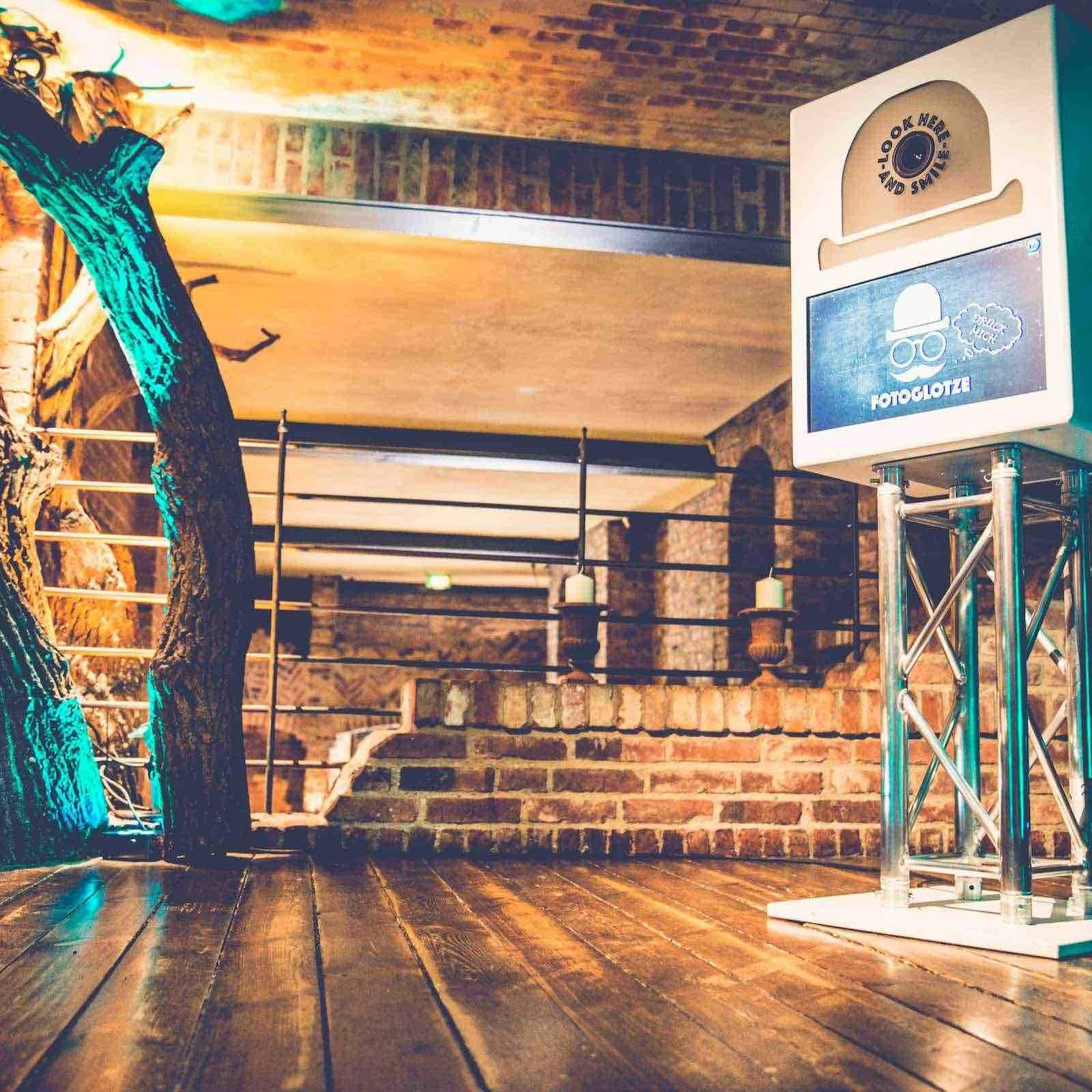 Fotobox | Hamburg | Mieten | Druck | Ausdruck | Sofortdruck | Fotokiste | Photobooth | Fotoautomat | Hochzeit | Messe | Event | Firmenfeier | Fotokiste | Abiball | Mieten | Fotoglotze | Hamburgfeiert