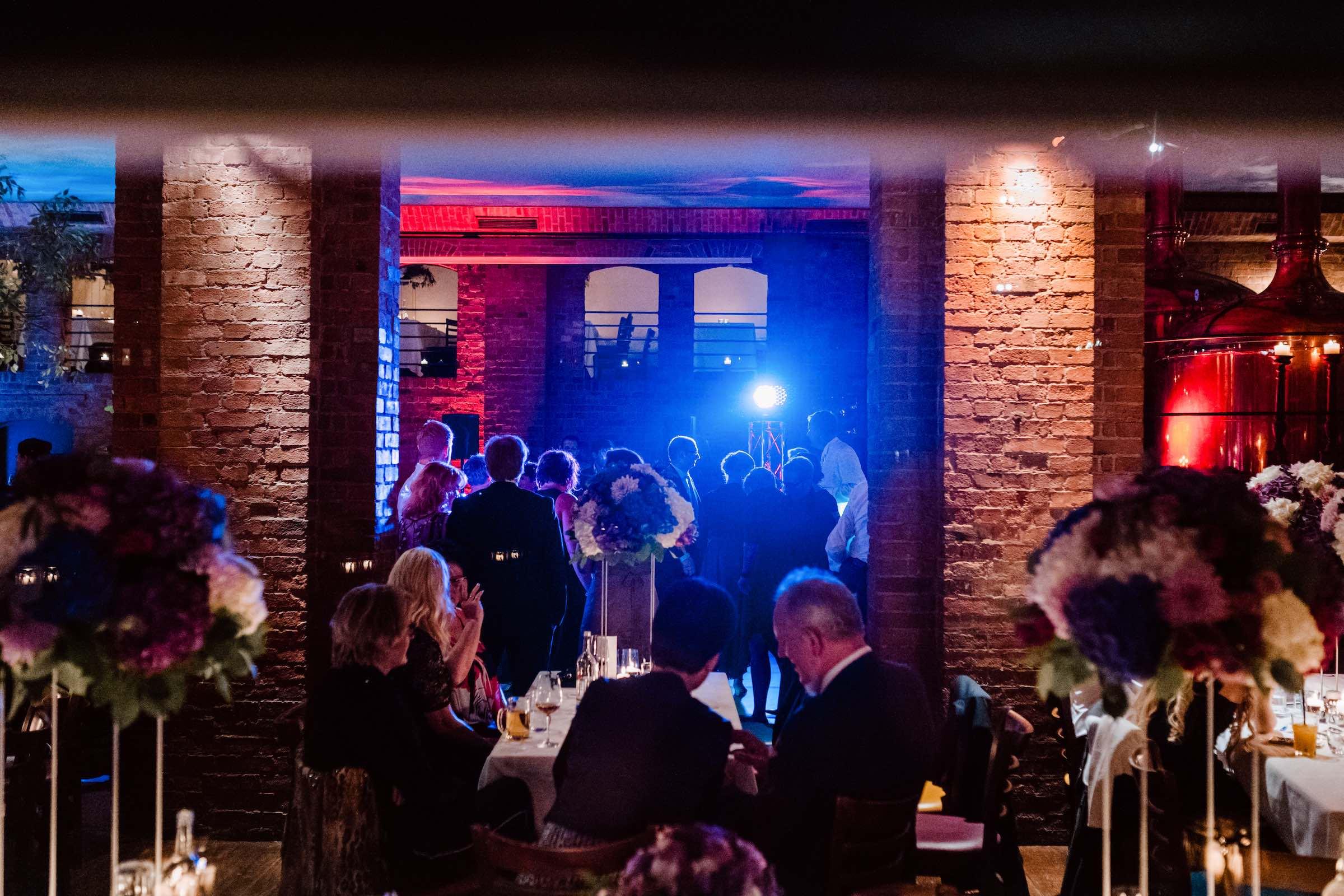 Hamburg | Hochzeit | Geburtstag | Firmenfeier | Feiern | Locations | DJ | Eventaustattung | Hochzeitsplanung | Referenz | Hamburgfeiert