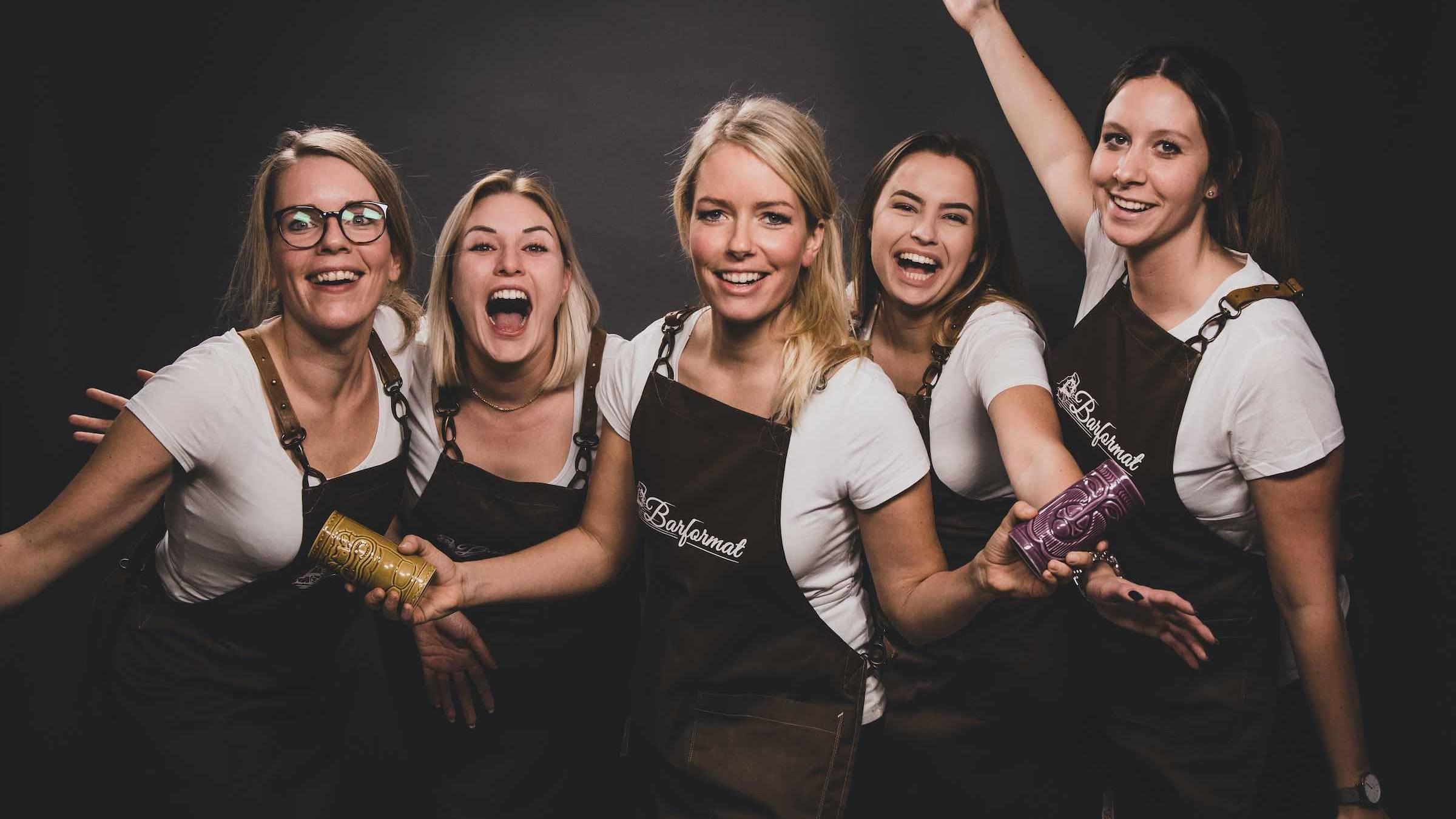 Hamburgfeiert  Partner  Barformat  Mobile  Bar  Cocktailservice  Weinbar  Ginbar  Tasting  Foodtruck  Bulli  Bar  Ginbar  Weinbar  Kaffee  Bulli  Bar  Barkeeper  Mieten  Buchen