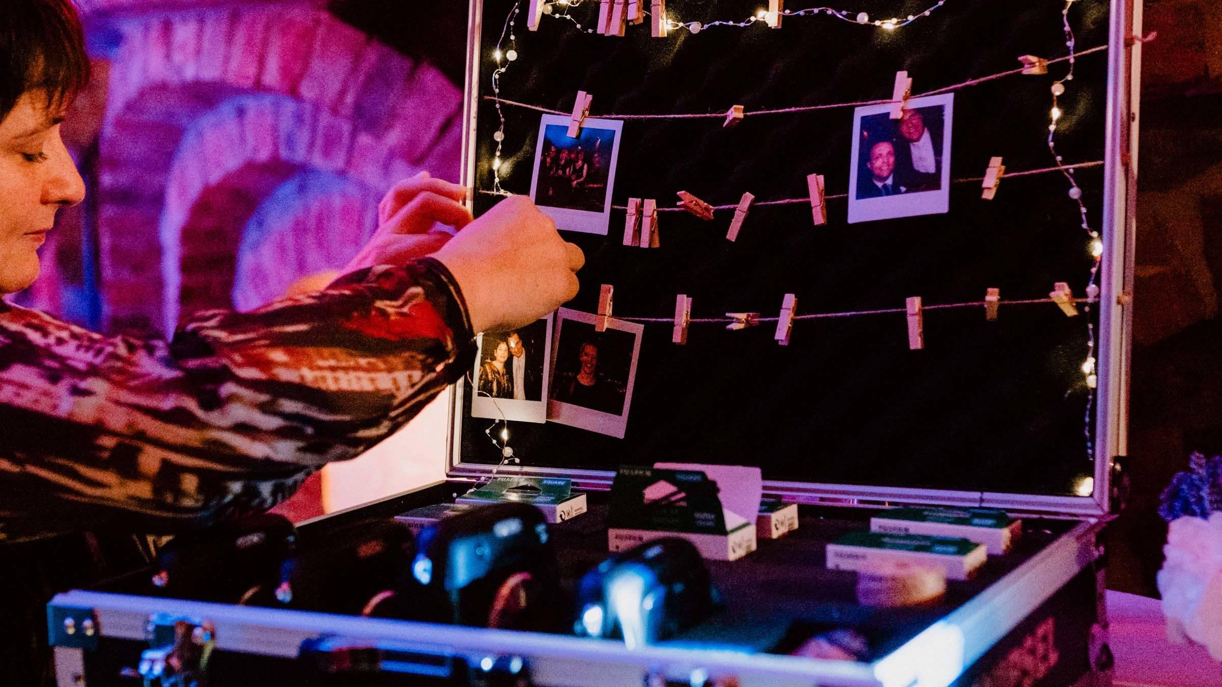Hamburgfeiert  Partner  Knipsel  Polaroid  Kamera  Mieten  Hochzeit  Polaroid  Fotograf  Set  Event  Mieten  Instax  Leihen  Event  Hochzeit  Sofortbildkamera